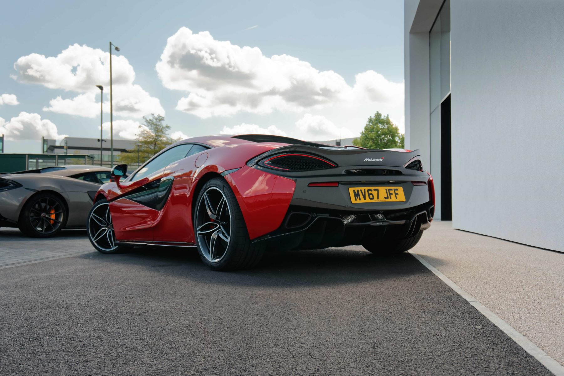 McLaren 570S Coupe Coupe  image 24