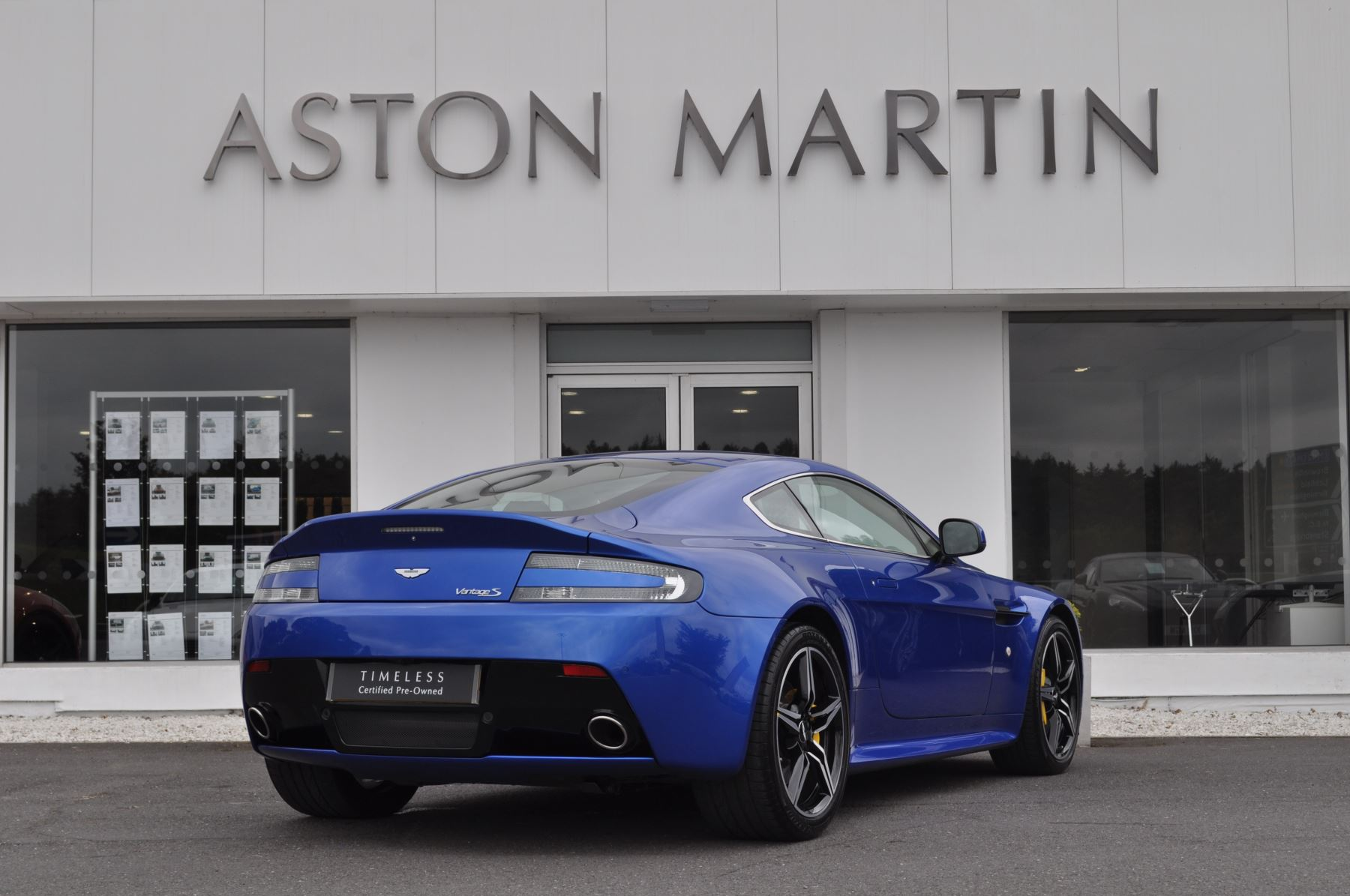 Aston Martin V8 Vantage S Coupe S 2dr Sportshift image 5