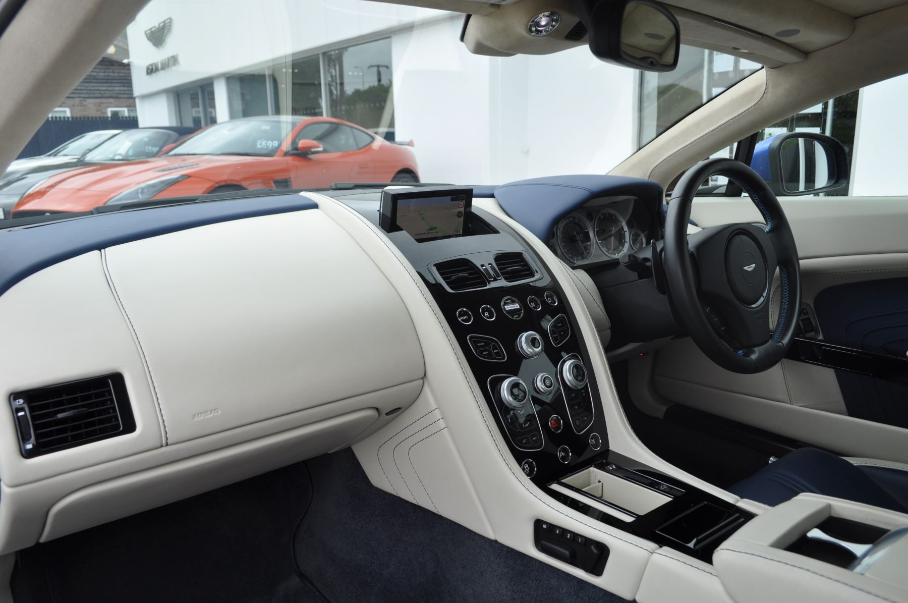 Aston Martin V8 Vantage S Coupe S 2dr Sportshift image 34