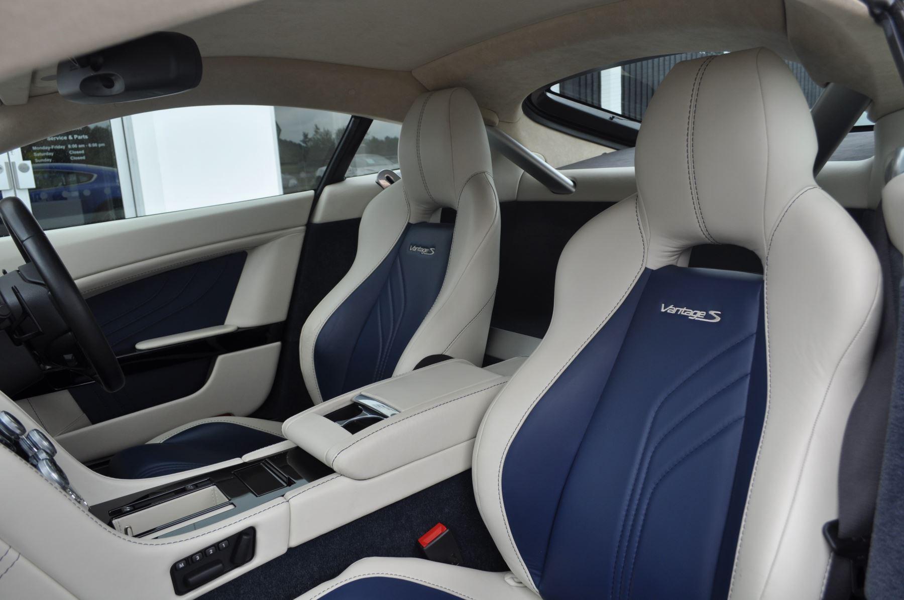 Aston Martin V8 Vantage S Coupe S 2dr Sportshift image 36