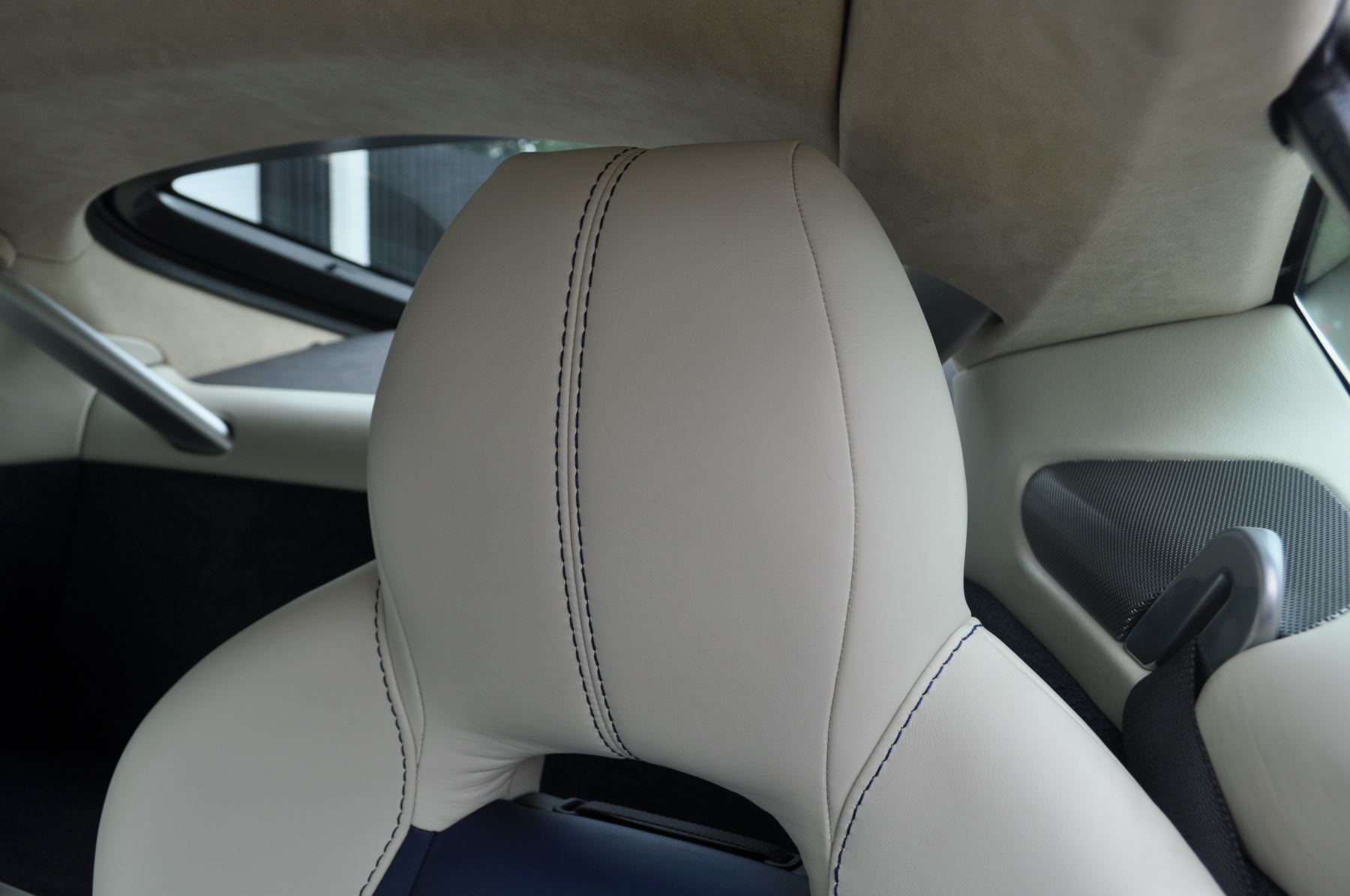 Aston Martin V8 Vantage S Coupe S 2dr Sportshift image 39