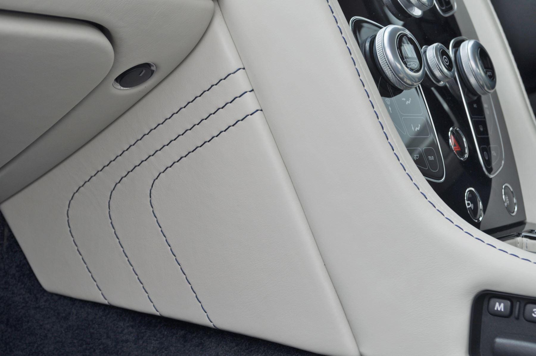 Aston Martin V8 Vantage S Coupe S 2dr Sportshift image 40