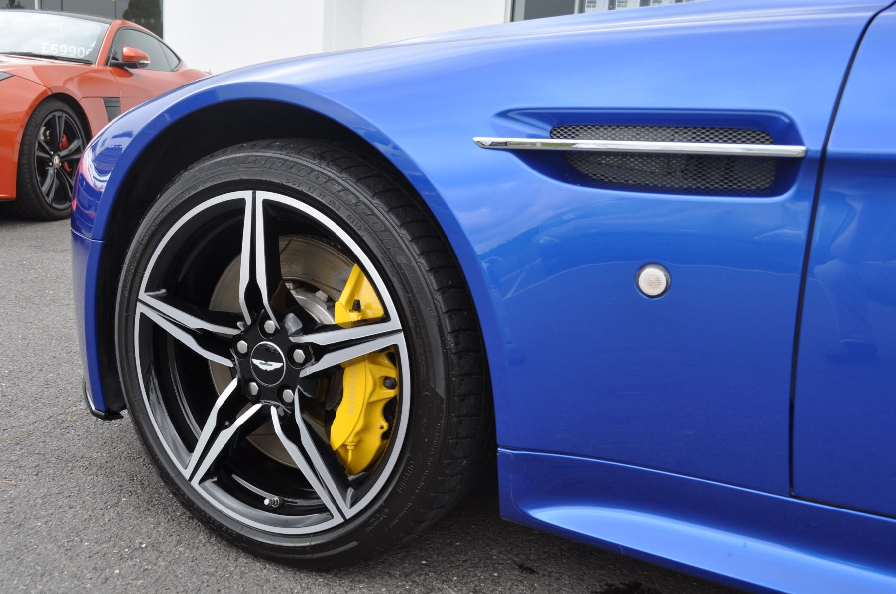 Aston Martin V8 Vantage S Coupe S 2dr Sportshift image 43