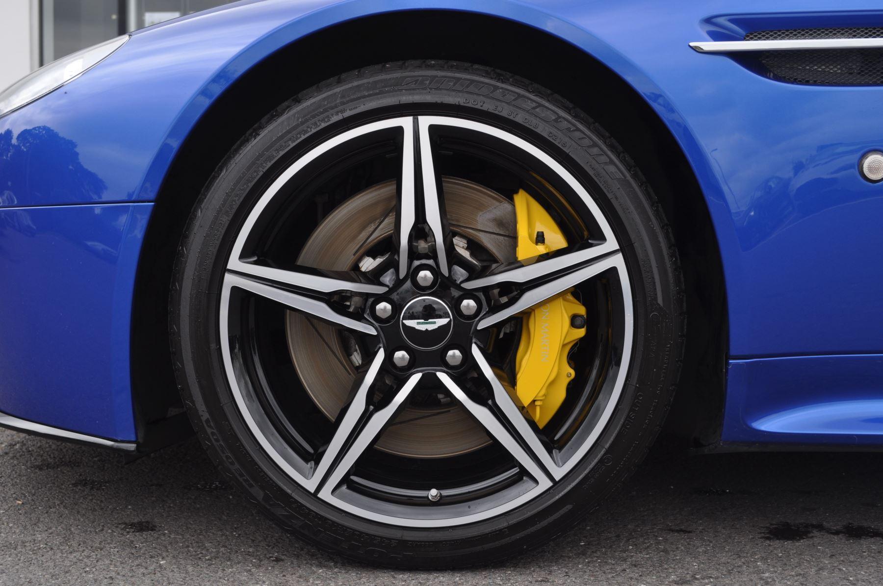 Aston Martin V8 Vantage S Coupe S 2dr Sportshift image 44
