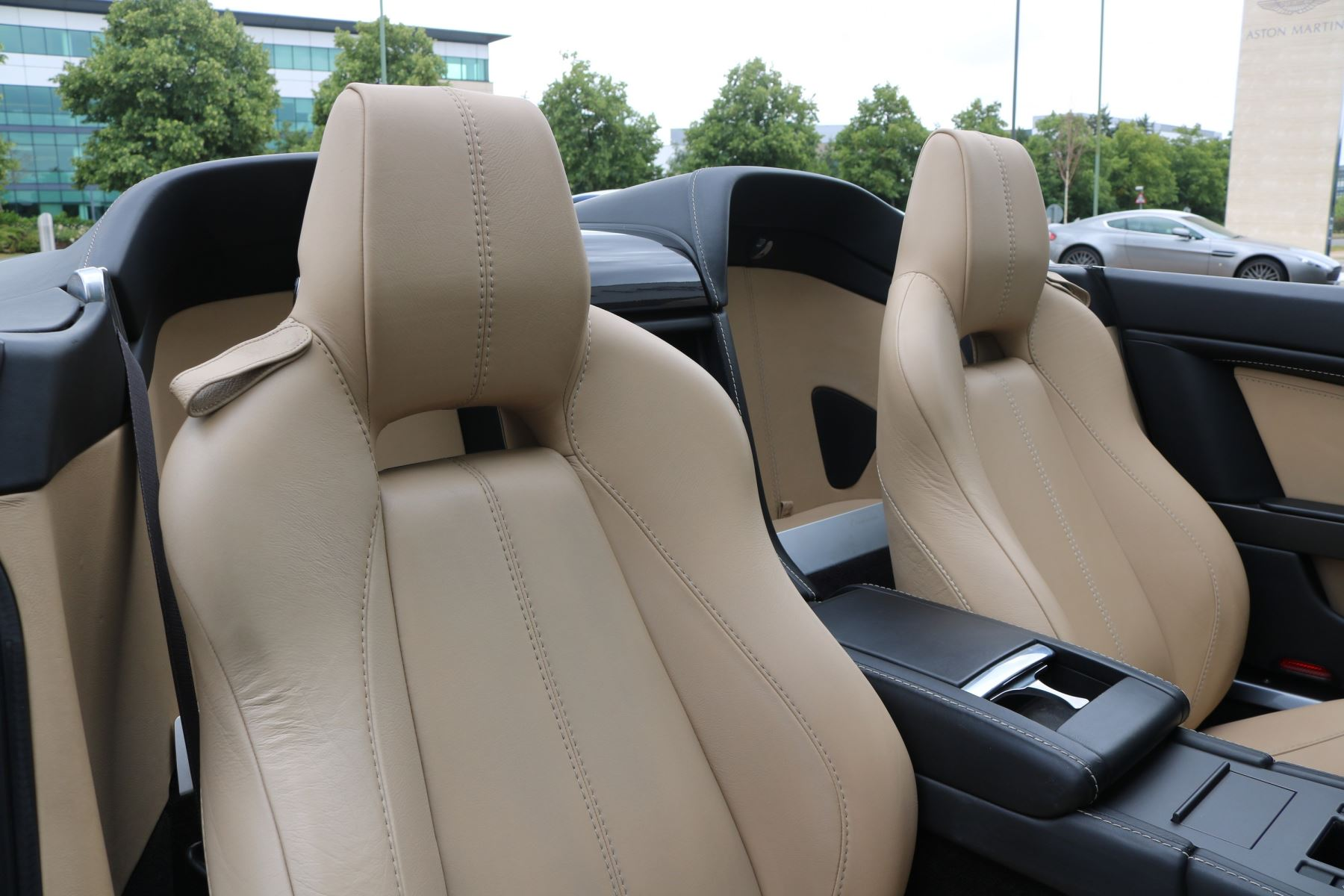 Aston Martin V8 Vantage Roadster 2dr Sportshift [420] image 11