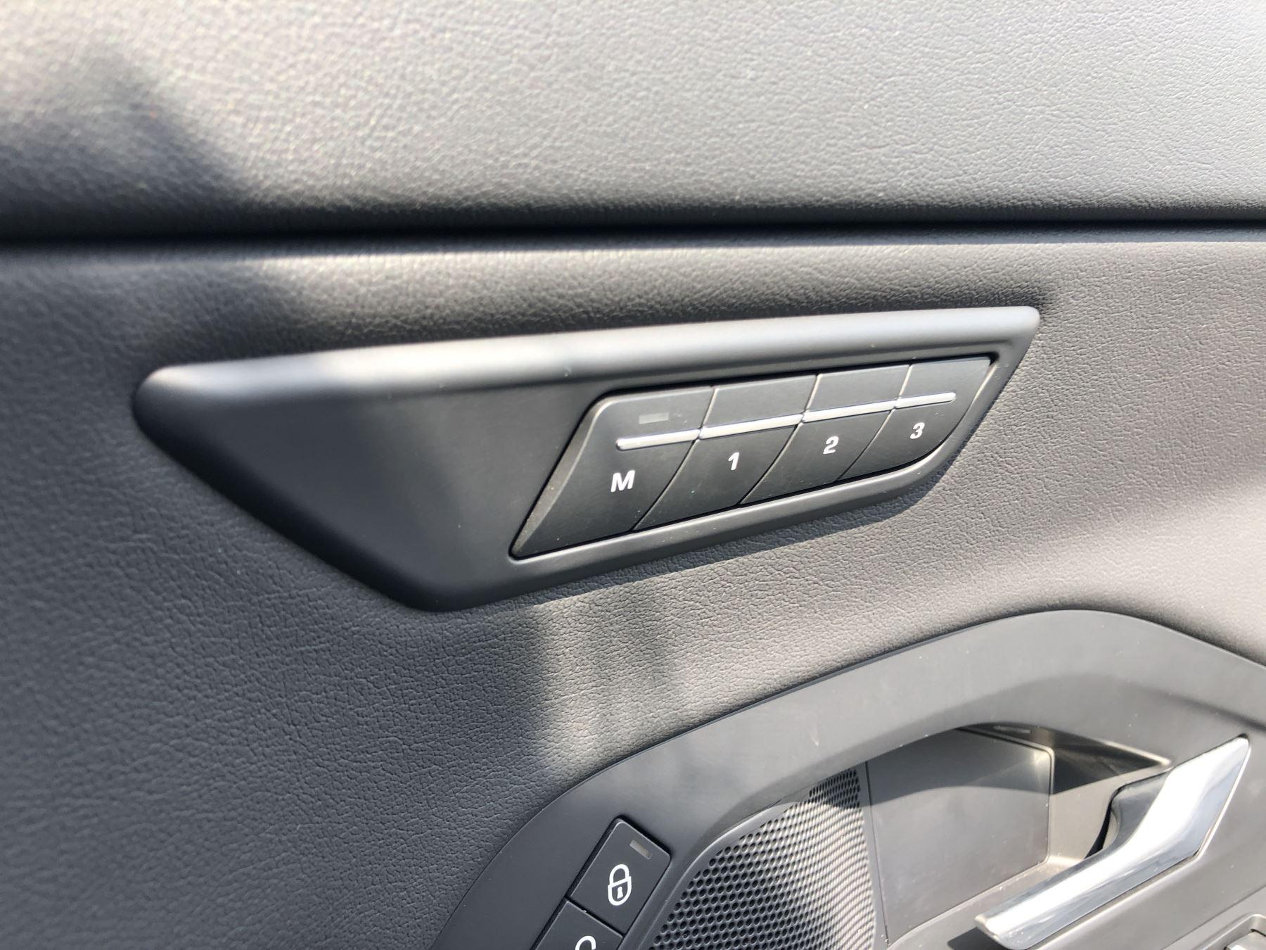 Jaguar E-PACE 2.0 R-Dynamic SE 5dr image 12