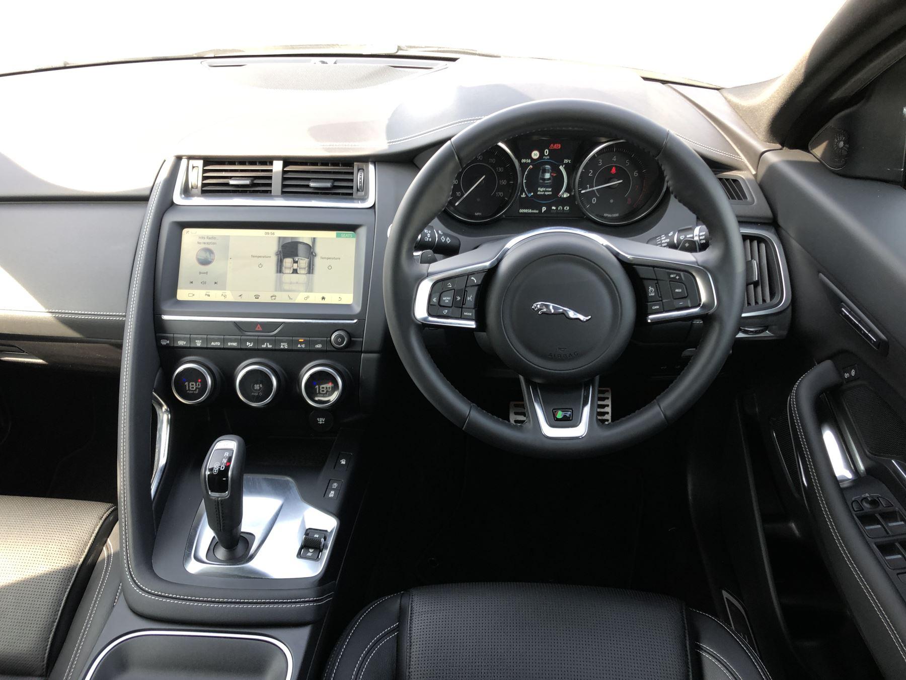 Jaguar E-PACE 2.0 R-Dynamic SE 5dr image 25