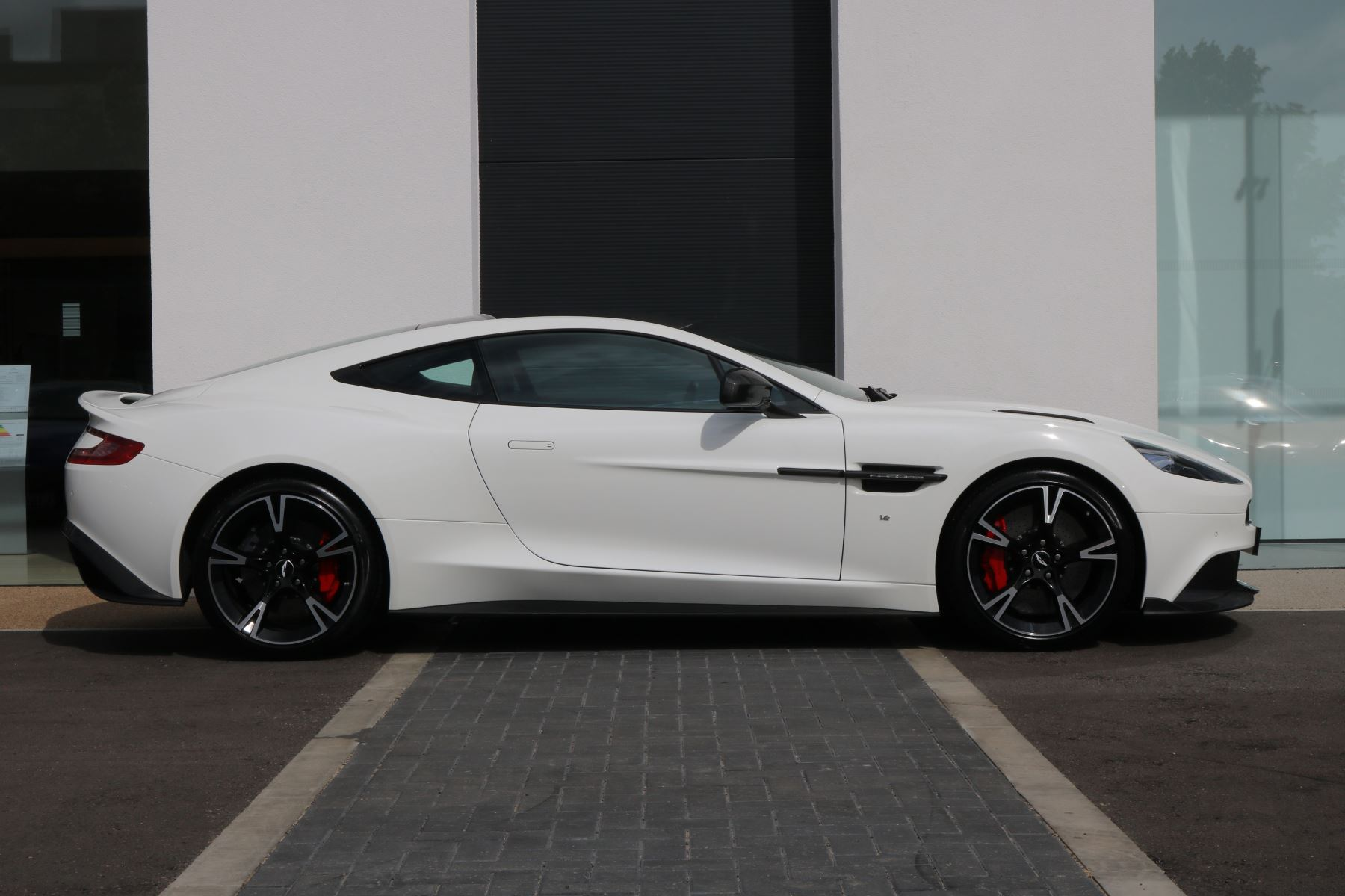 Aston Martin Vanquish V12 [595] S 2+2 2dr Touchtronic image 2