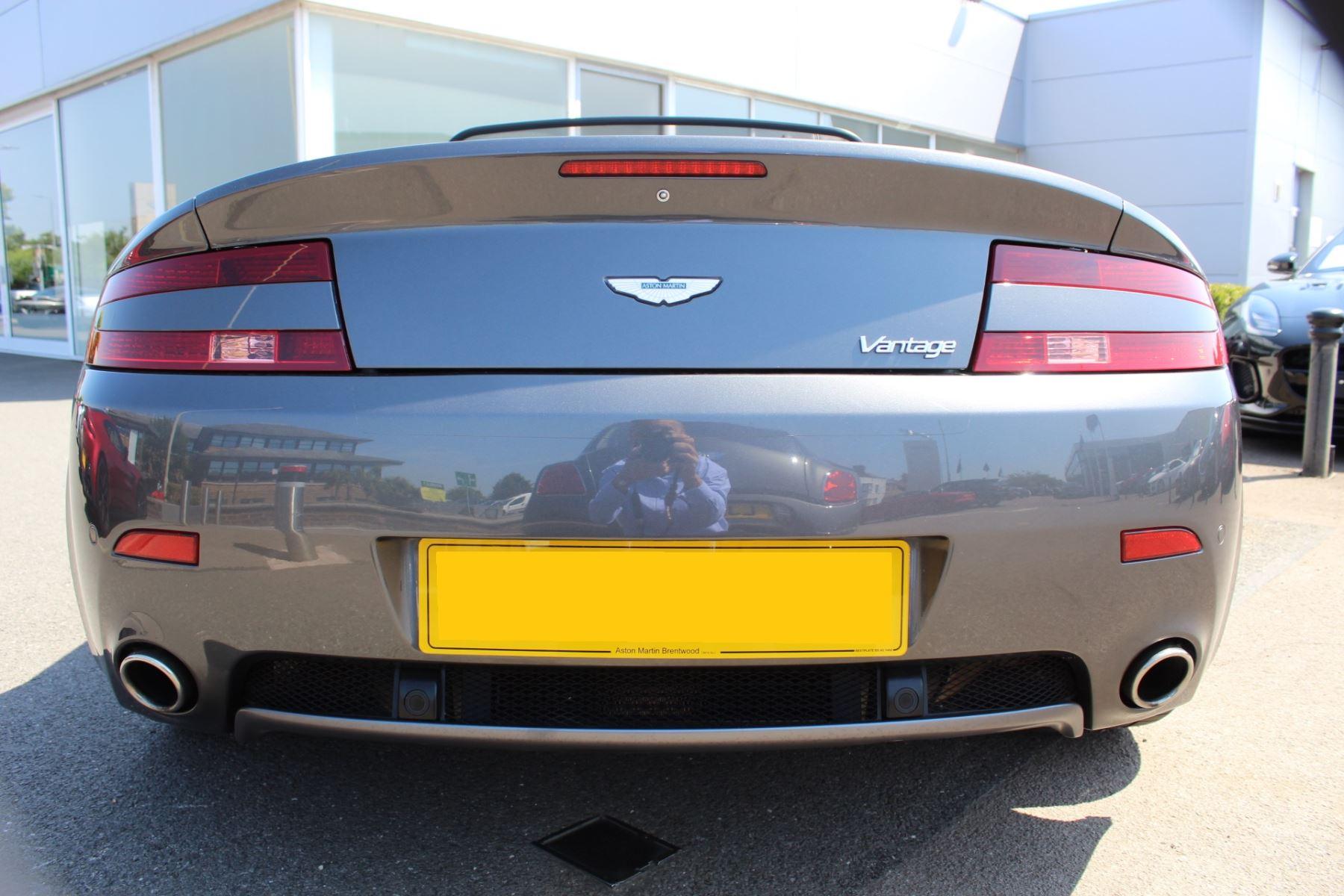 Aston Martin V8 Vantage Roadster 2dr [420] image 20