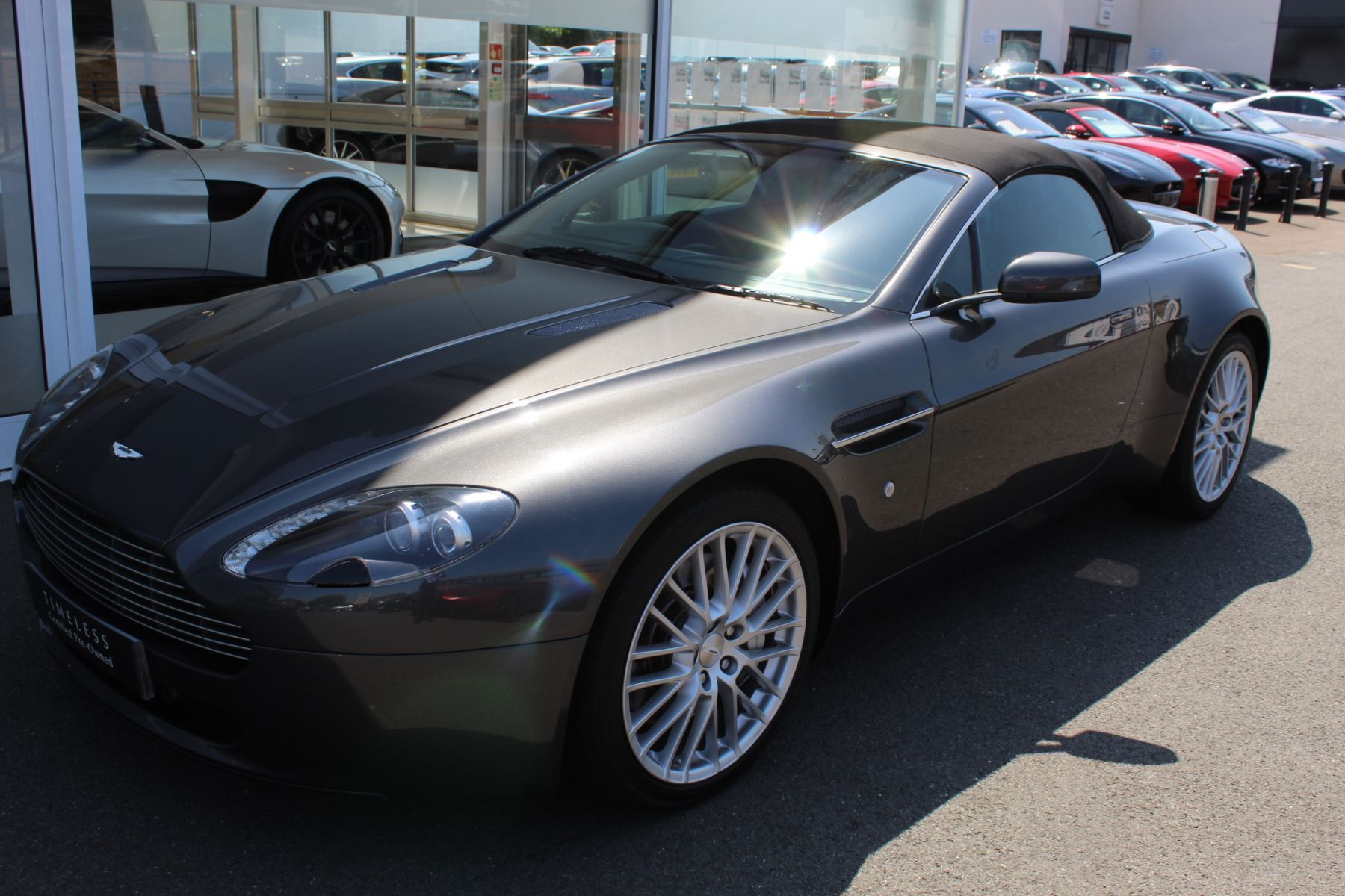 Aston Martin V8 Vantage Roadster 2dr [420] image 8
