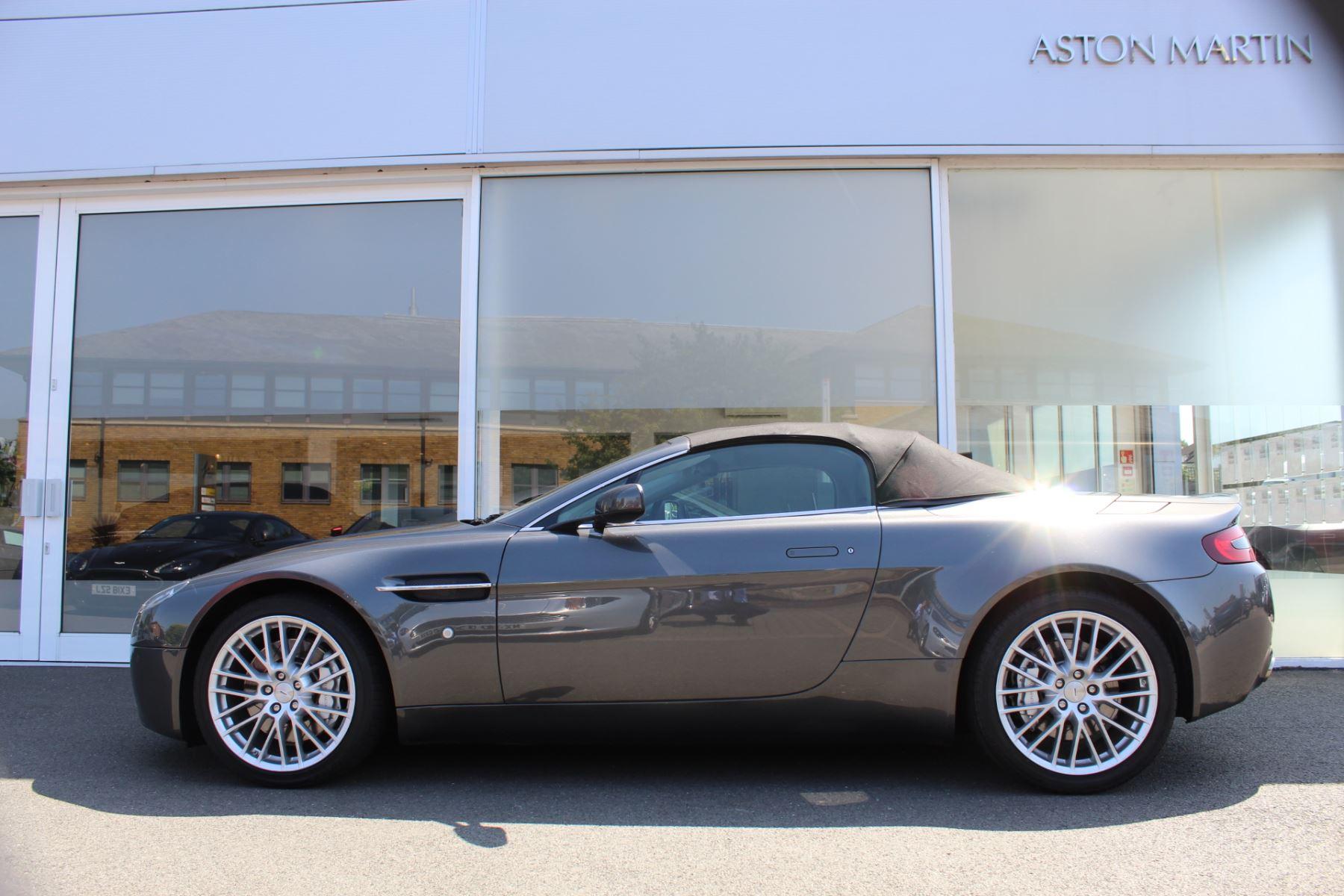 Aston Martin V8 Vantage Roadster 2dr [420] image 10