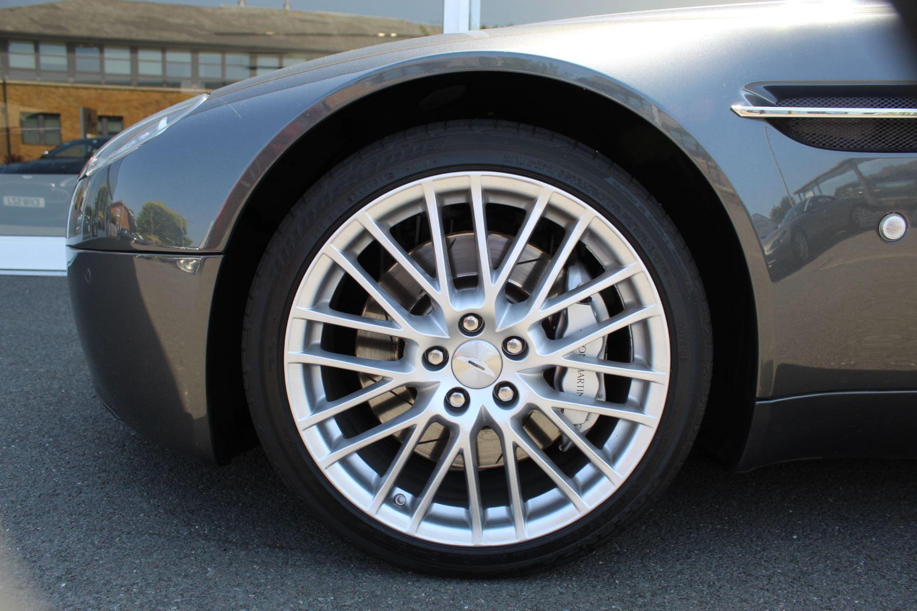 Aston Martin V8 Vantage Roadster 2dr [420] image 22