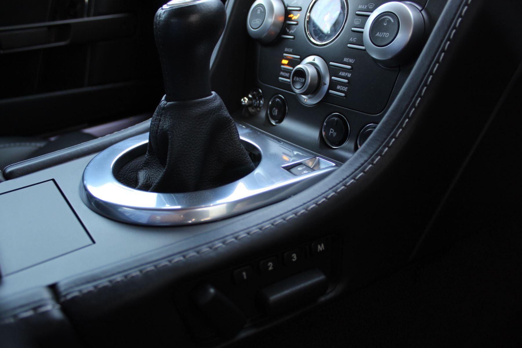 Aston Martin V8 Vantage Roadster 2dr [420] image 14