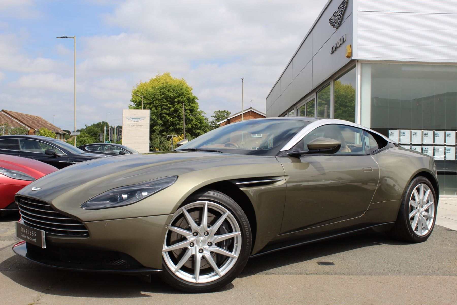 Aston Martin DB11 V8 2dr Touchtronic 4.0 Automatic Coupe (2018.25) image