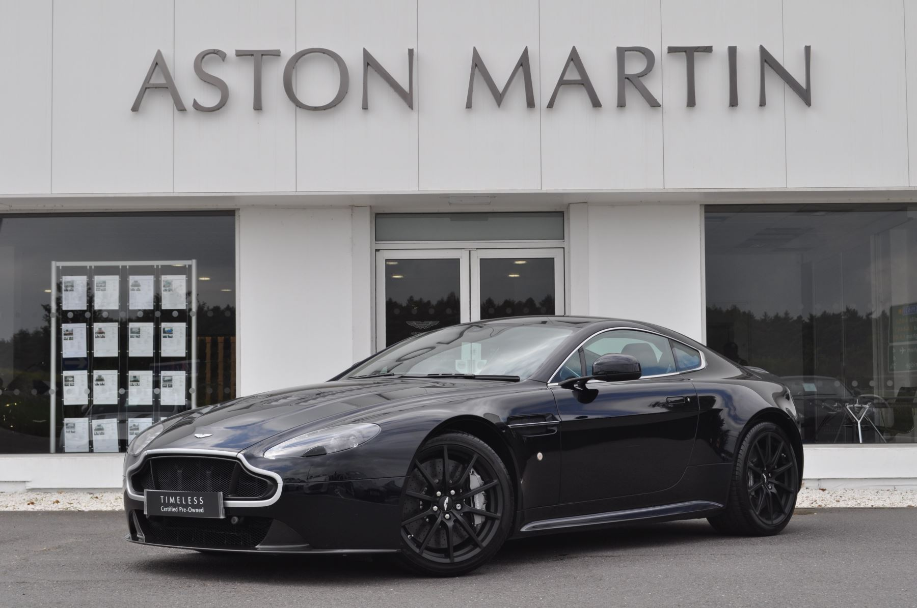 Aston Martin V12 Vantage S S 2dr Sportshift III 5.9 Automatic 3 door Coupe (2016) image
