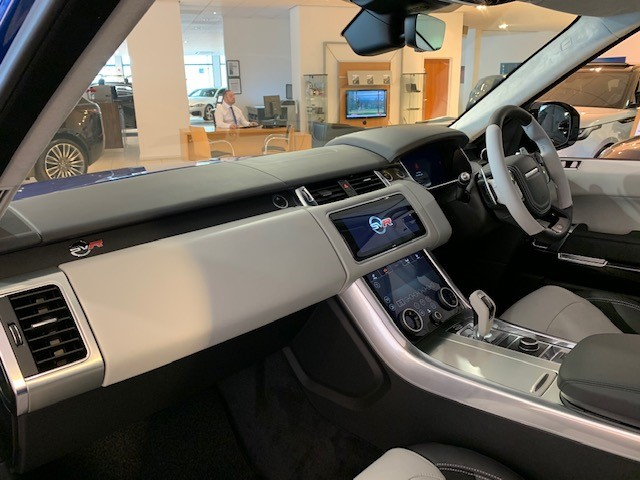 Land Rover Range Rover Sport 5.0 V8 S/C 575 SVR - Sliding Panoramic Roof - Privacy Glass - Head Up Display -  image 7