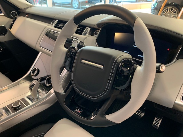 Land Rover Range Rover Sport 5.0 V8 S/C 575 SVR - Sliding Panoramic Roof - Privacy Glass - Head Up Display -  image 19