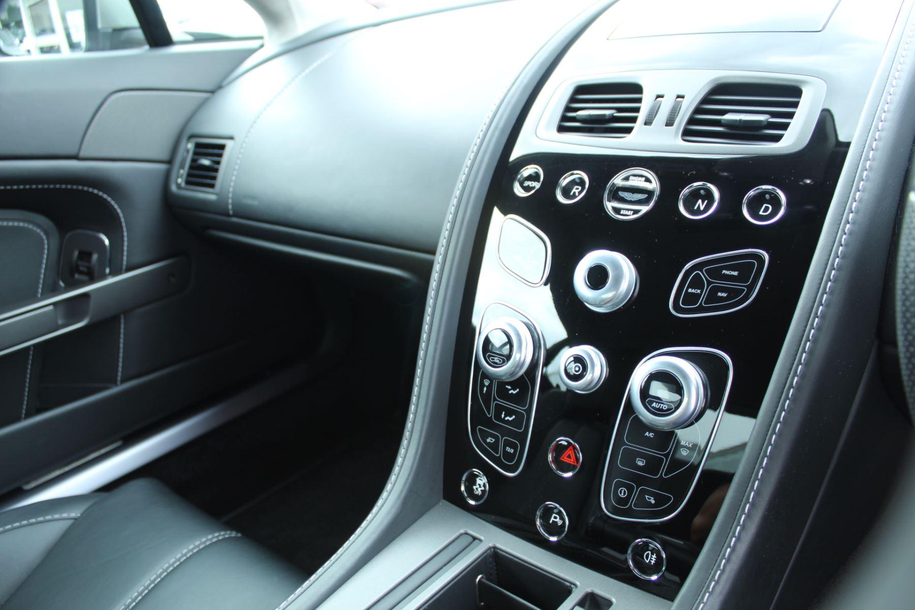 Aston Martin V8 Vantage Coupe 2dr Sportshift [420] image 6