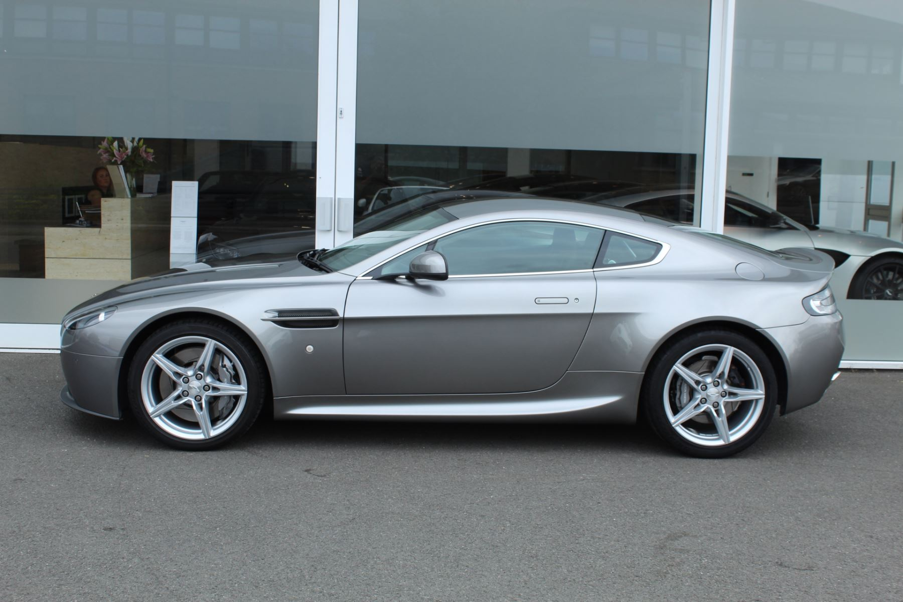 Aston Martin V8 Vantage Coupe 2dr Sportshift [420] image 17