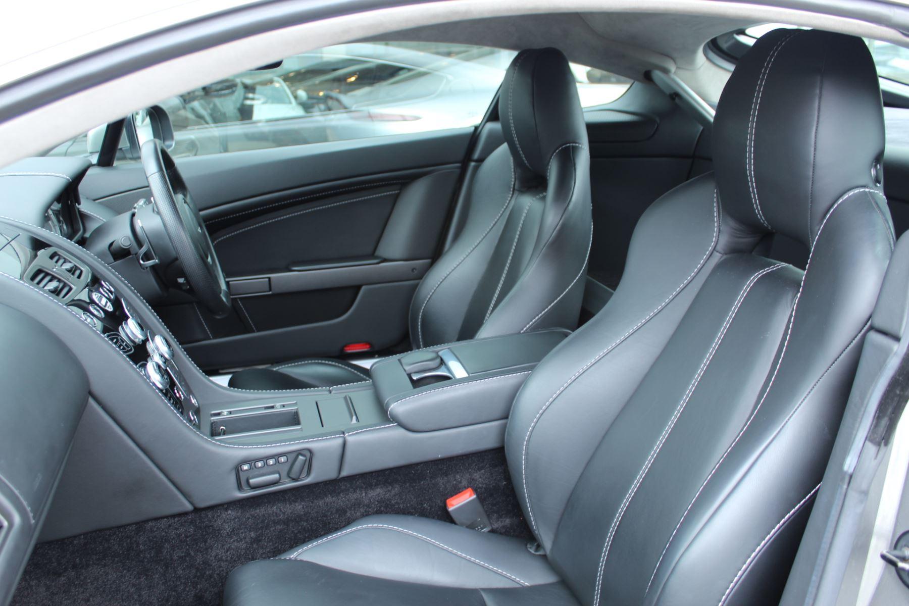 Aston Martin V8 Vantage Coupe 2dr Sportshift [420] image 21