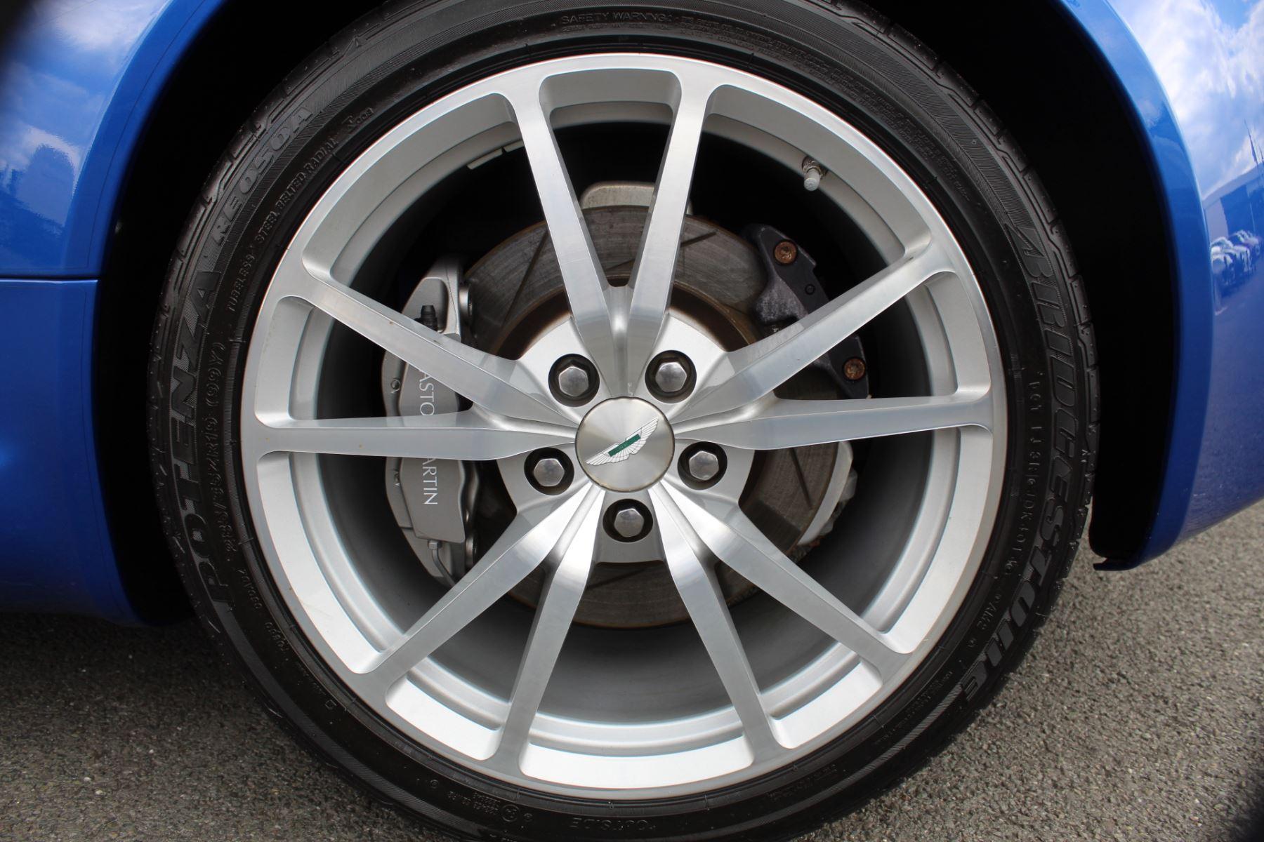 Aston Martin V8 Vantage Roadster 2dr Sportshift [420] image 27