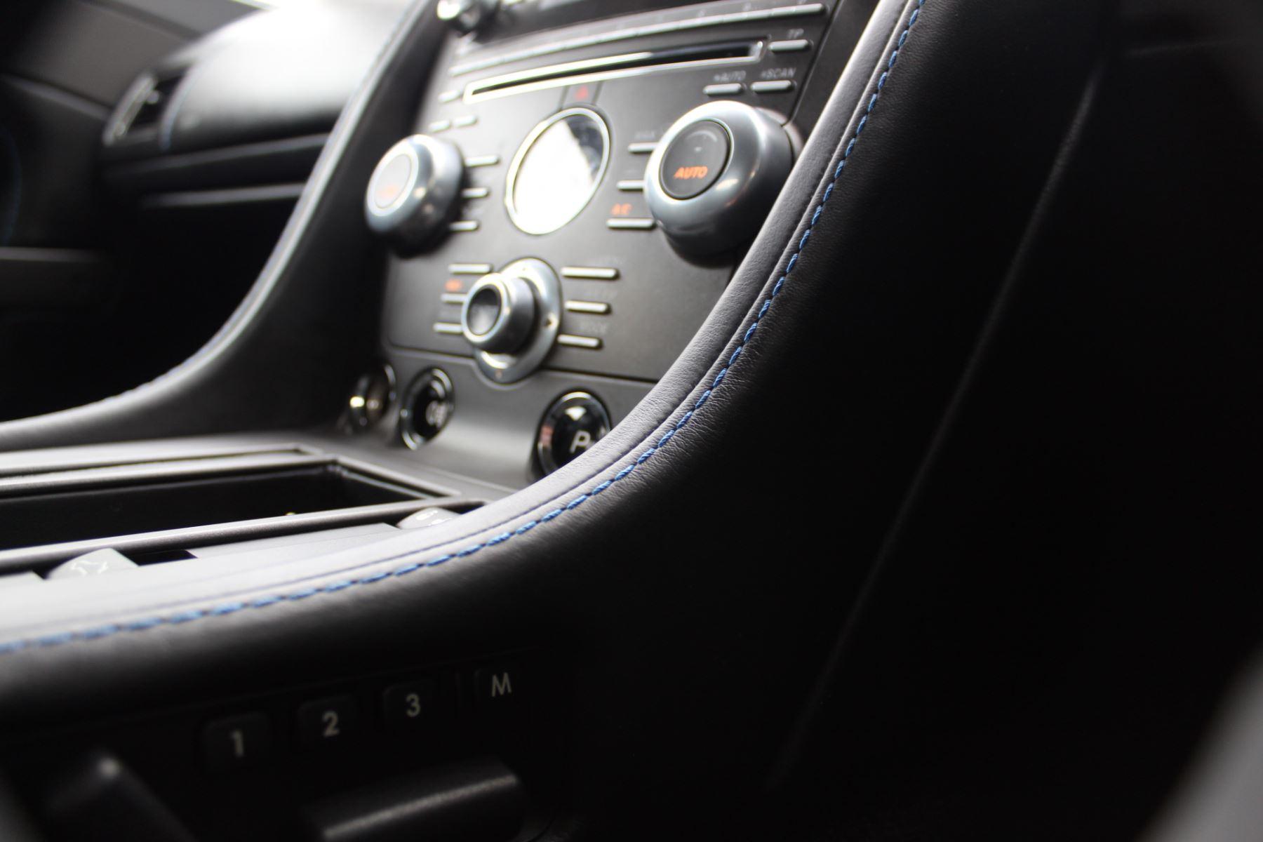 Aston Martin V8 Vantage Roadster 2dr Sportshift [420] image 17