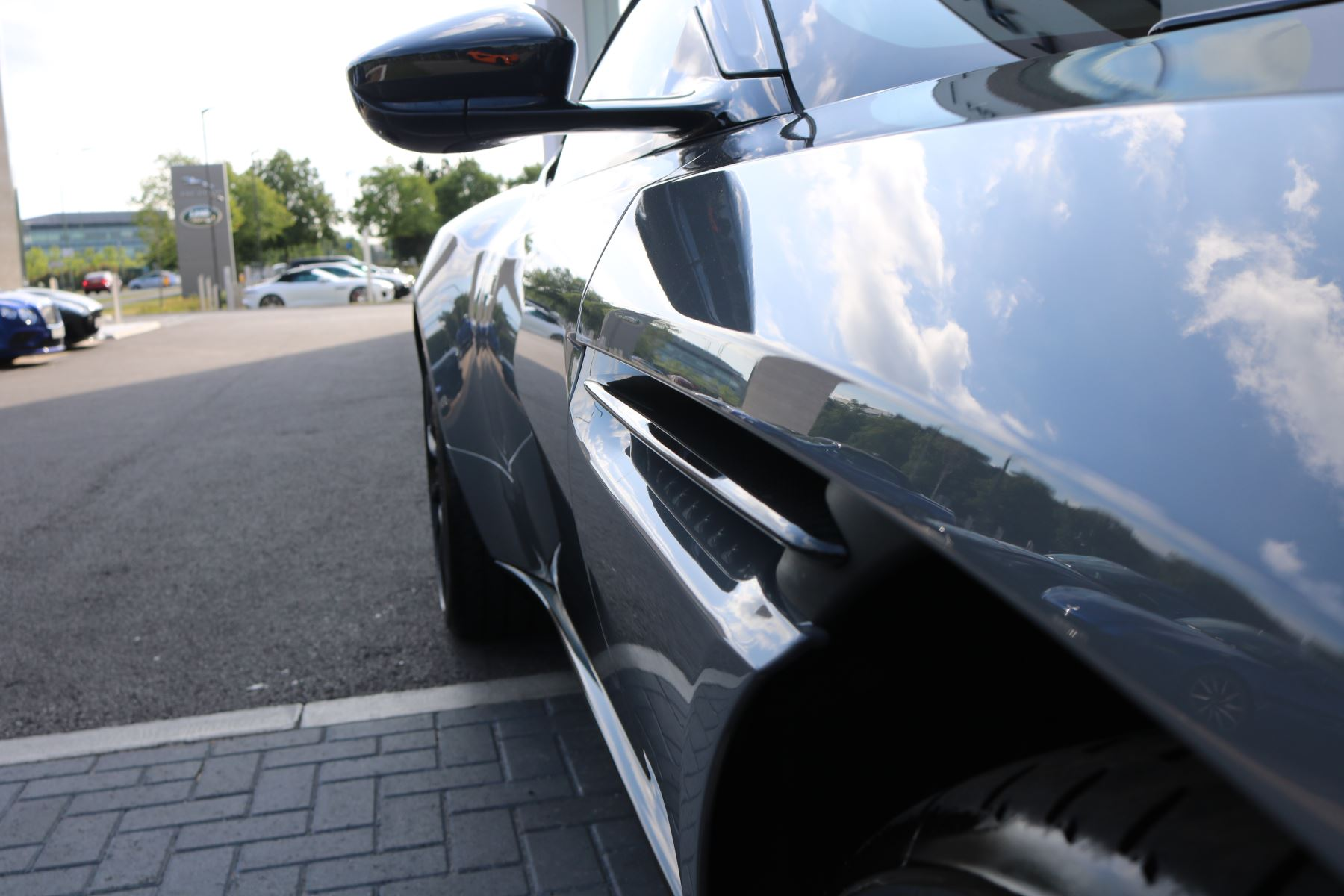 Aston Martin DB11 V12 AMR 2dr Touchtronic image 6