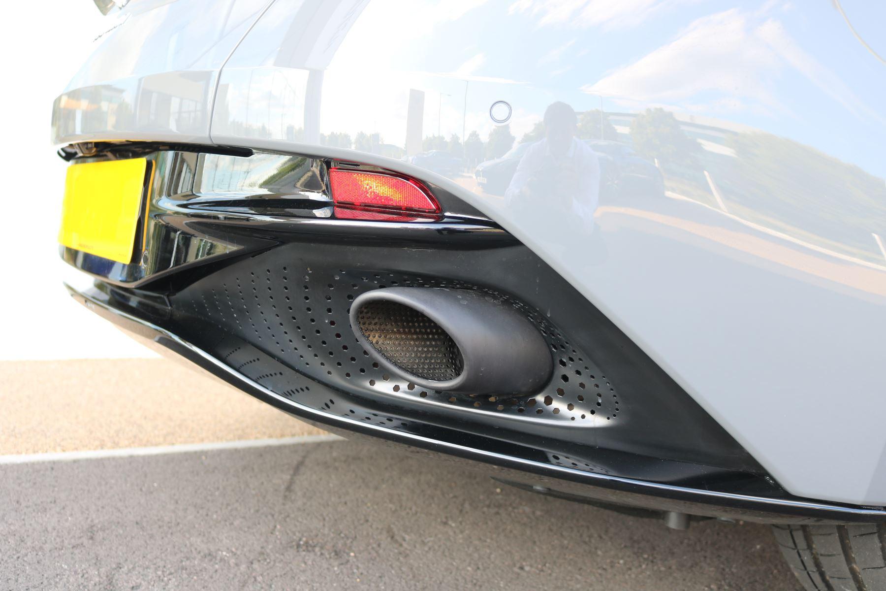 Aston Martin DB11 V12 AMR 2dr Touchtronic image 10