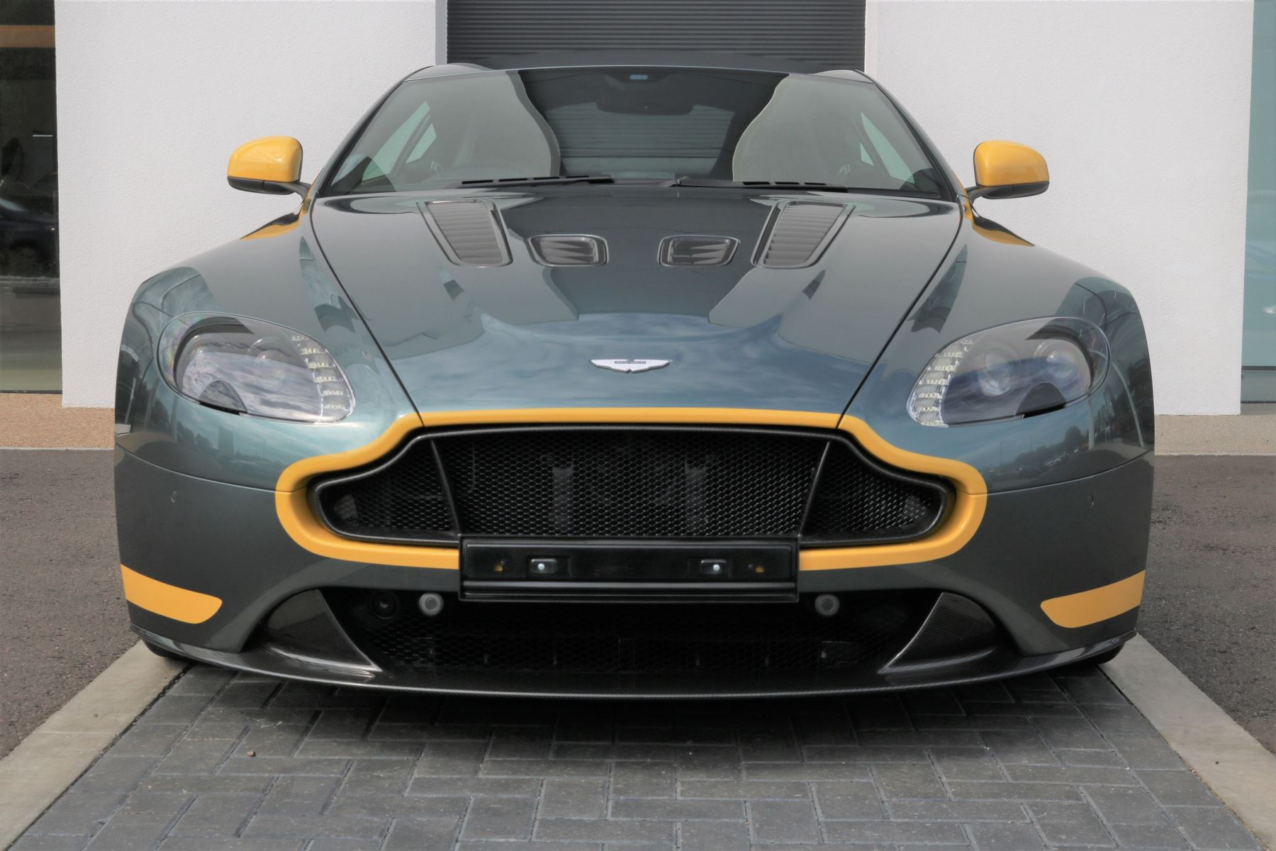 Aston Martin V12 Vantage S Coupe S 2dr image 1