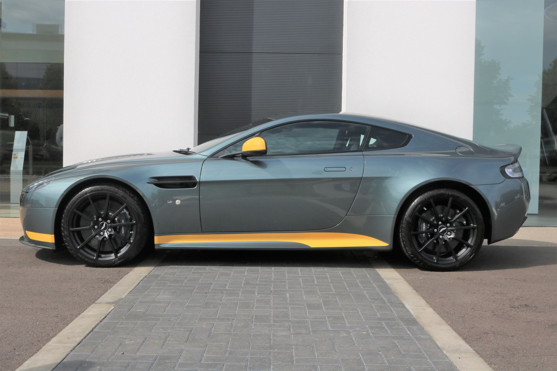 Aston Martin V12 Vantage S Coupe S 2dr image 2