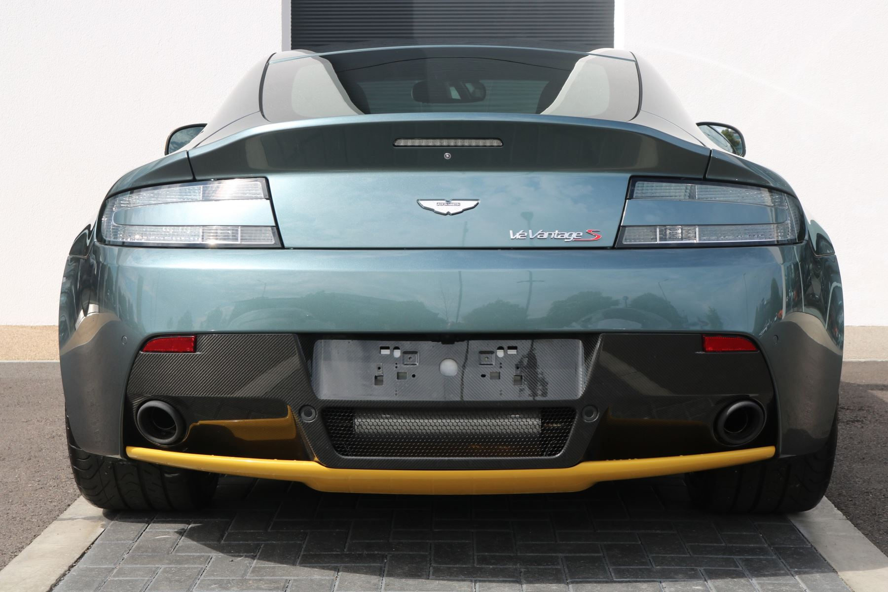 Aston Martin V12 Vantage S Coupe S 2dr image 3
