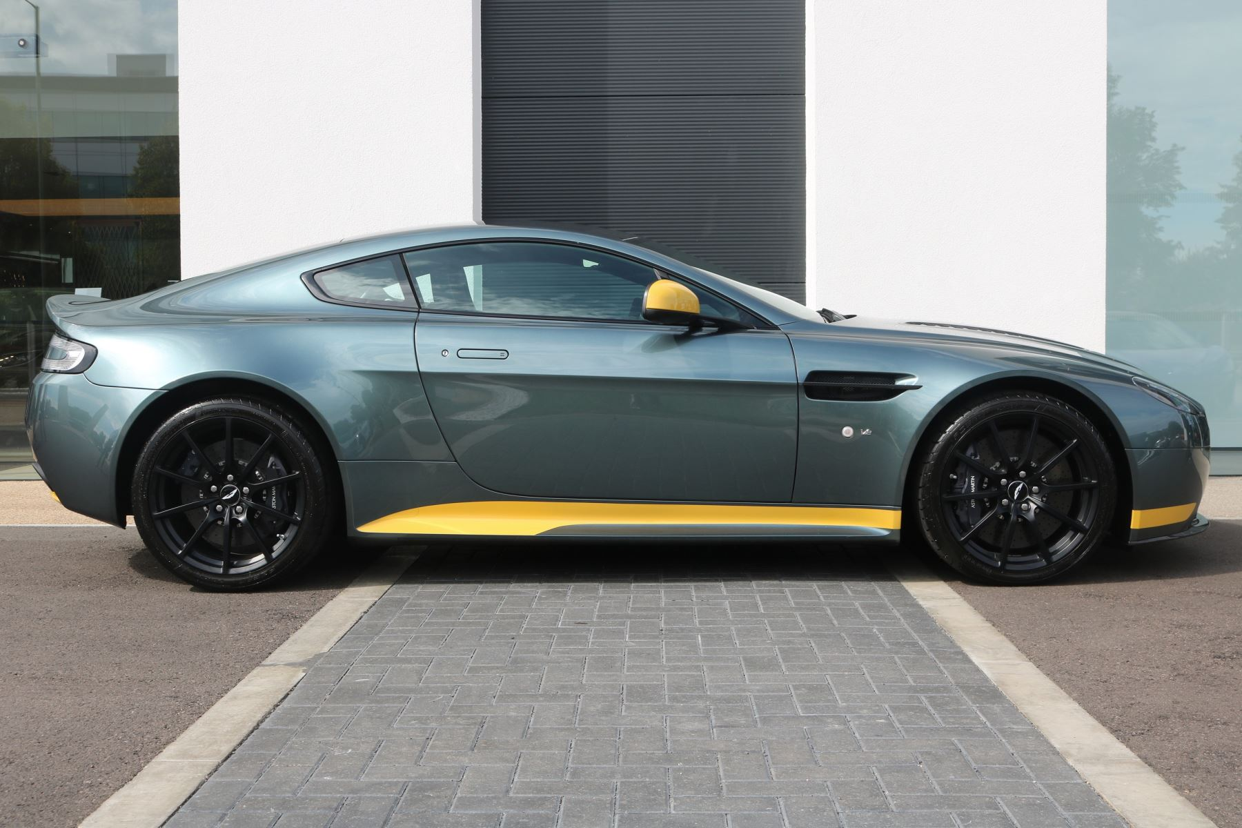 Aston Martin V12 Vantage S Coupe S 2dr image 4