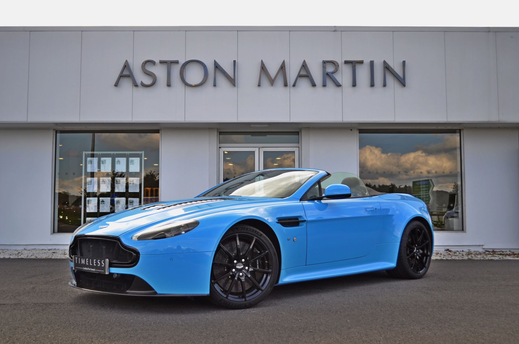 Aston Martin V12 Vantage S Roadster S 2dr Sportshift III 5.9 Automatic Roadster (2015.5) image
