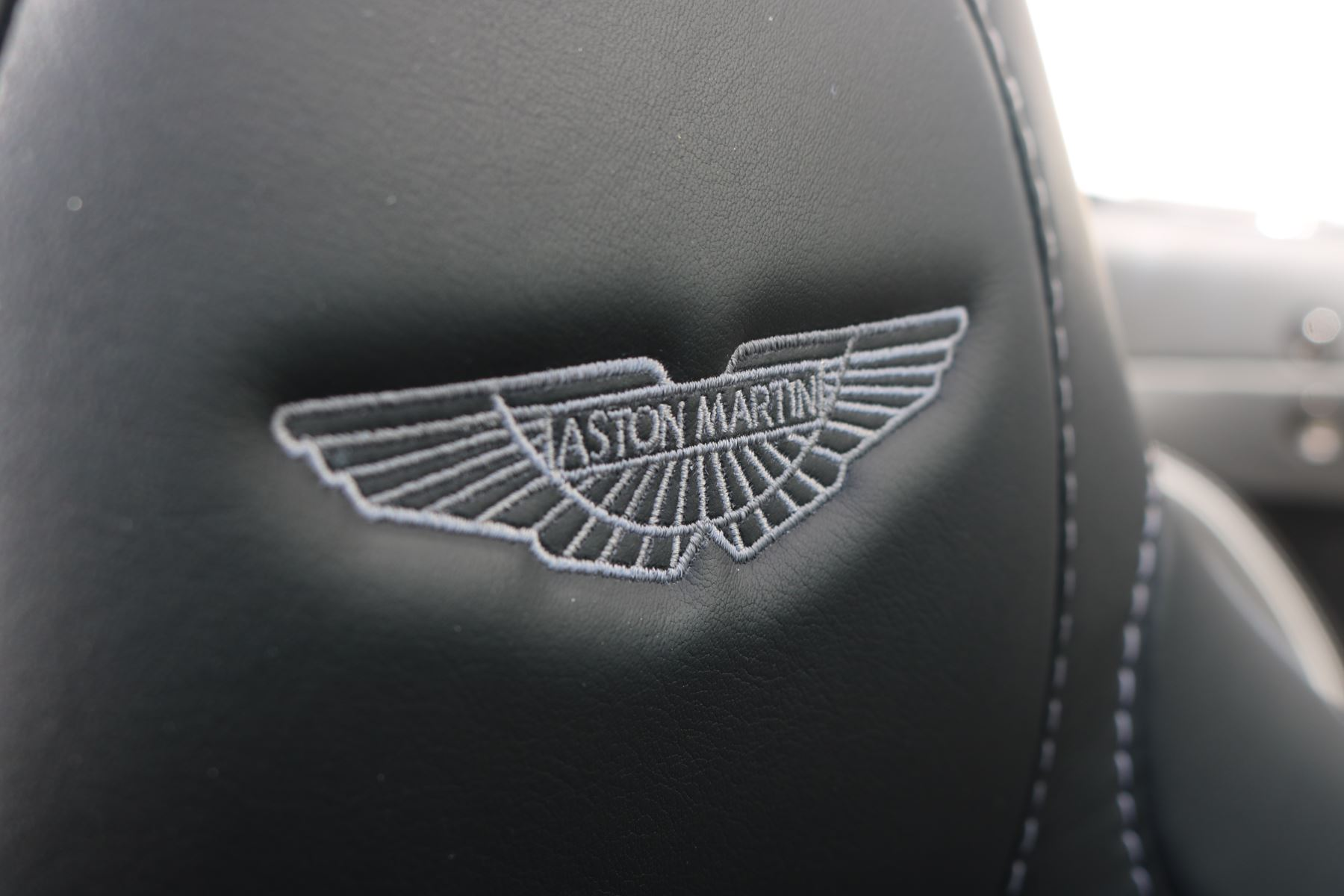 Aston Martin Vanquish V12 [568] 2dr Volante Touchtronic image 19