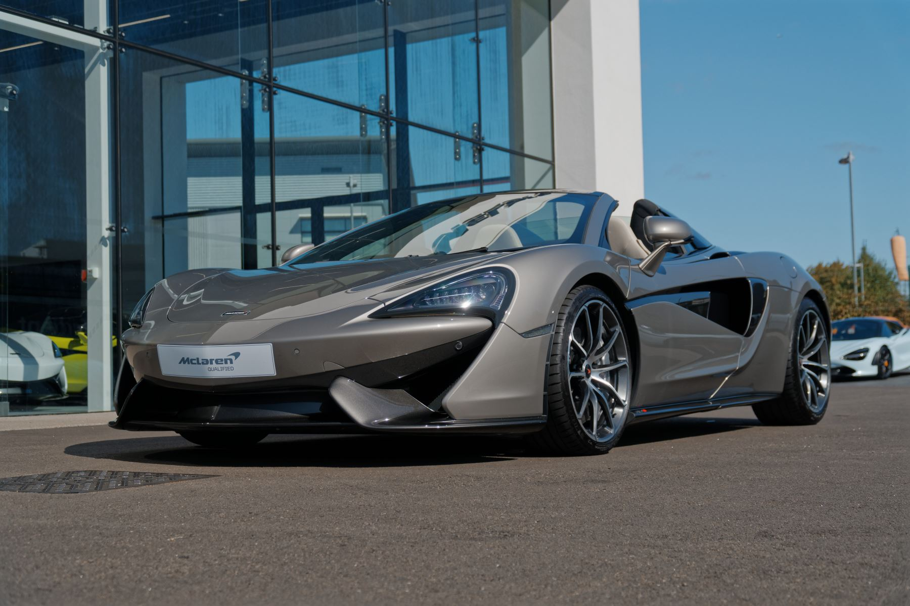 McLaren 570S Spider SSG 3.8  Semi-Automatic 2 door Convertible (2018) image