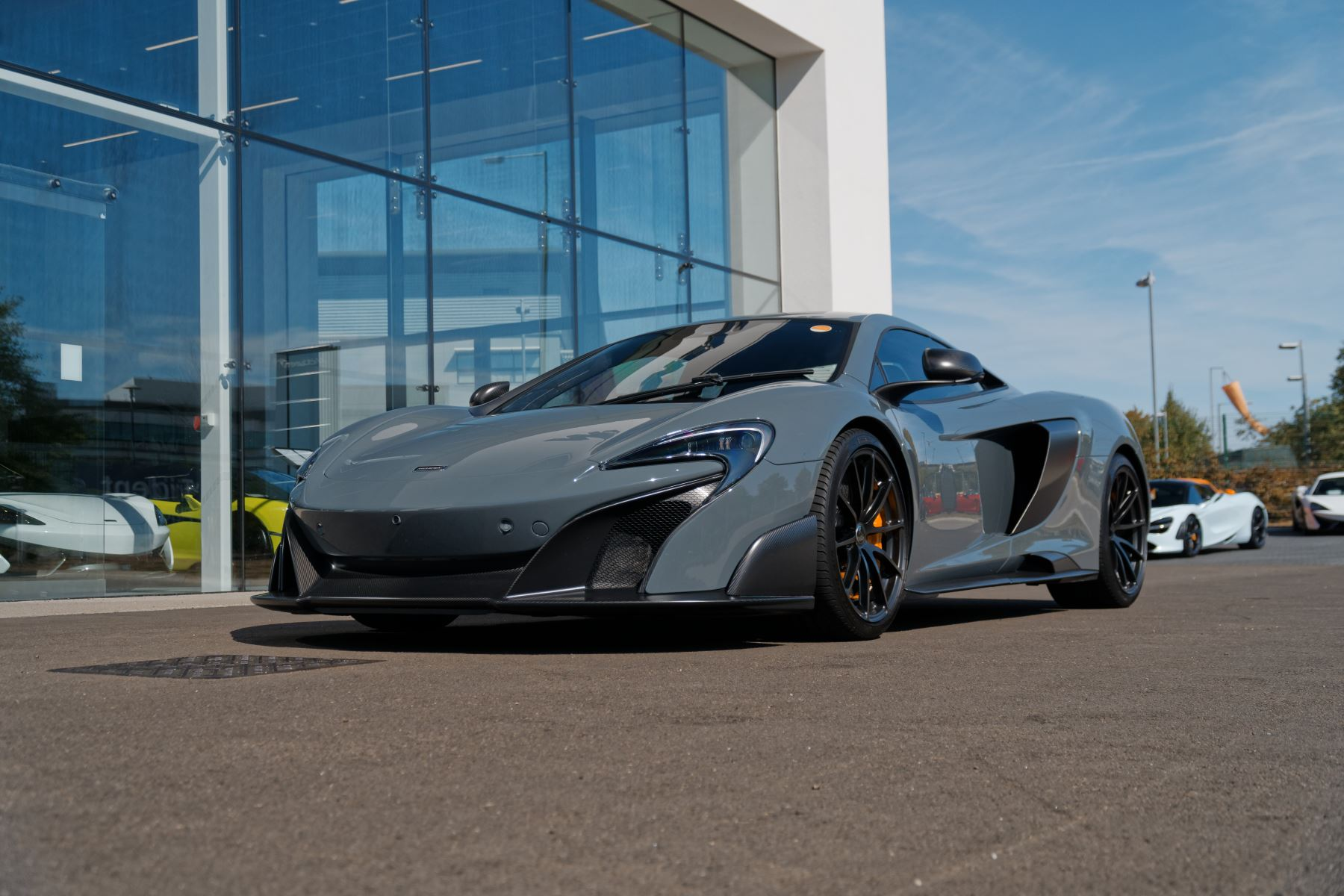 McLaren 675LT Coupe  Semi-Automatic 2 door (2015) image