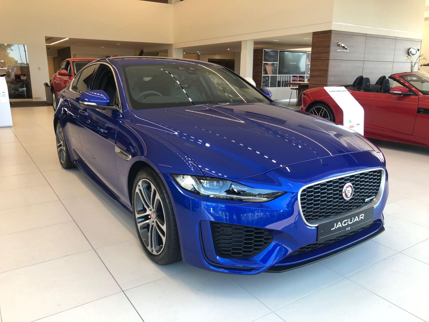 Jaguar XE 2.0 R-Dynamic SE image 1