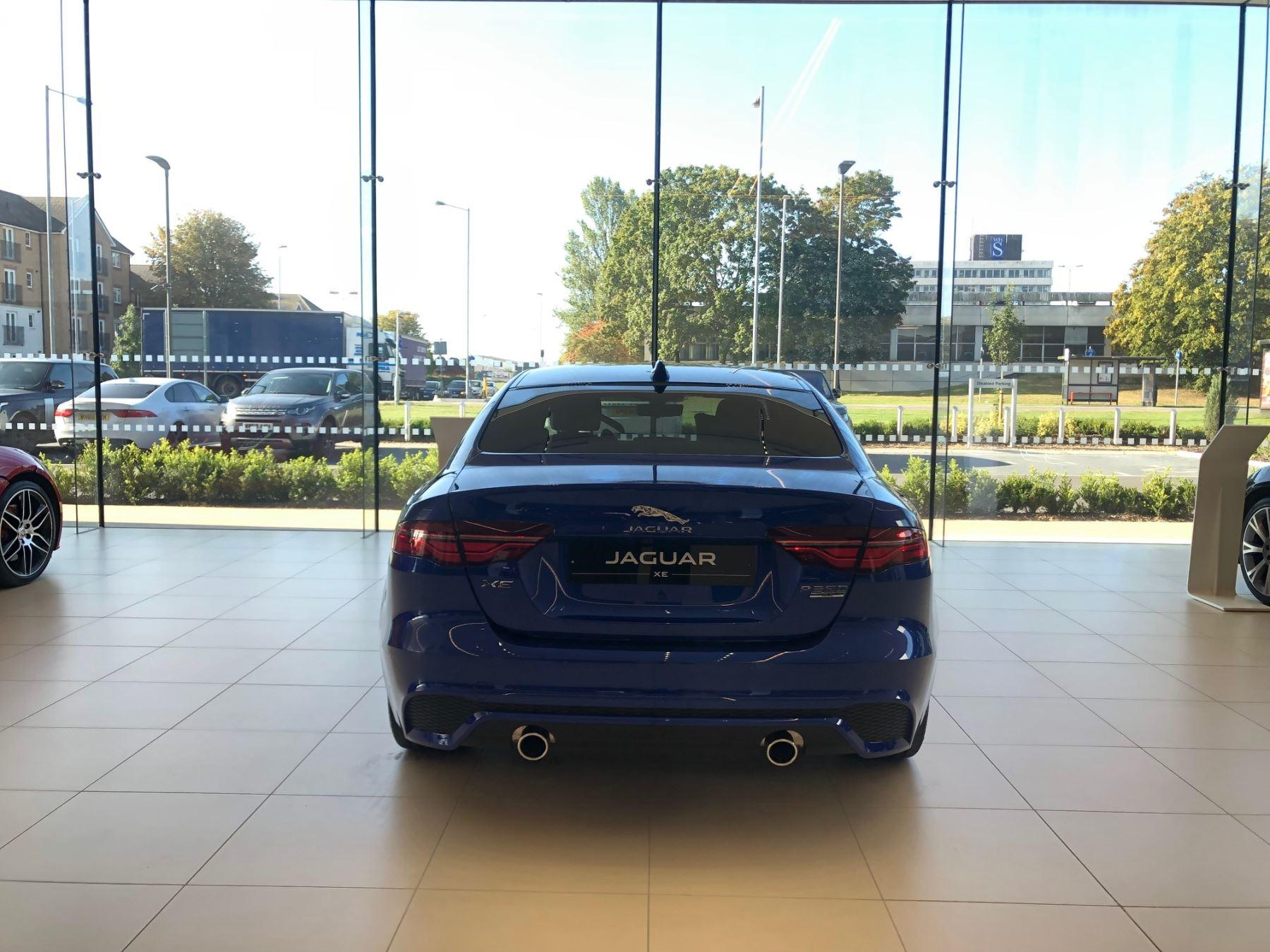 Jaguar XE 2.0 R-Dynamic SE image 5