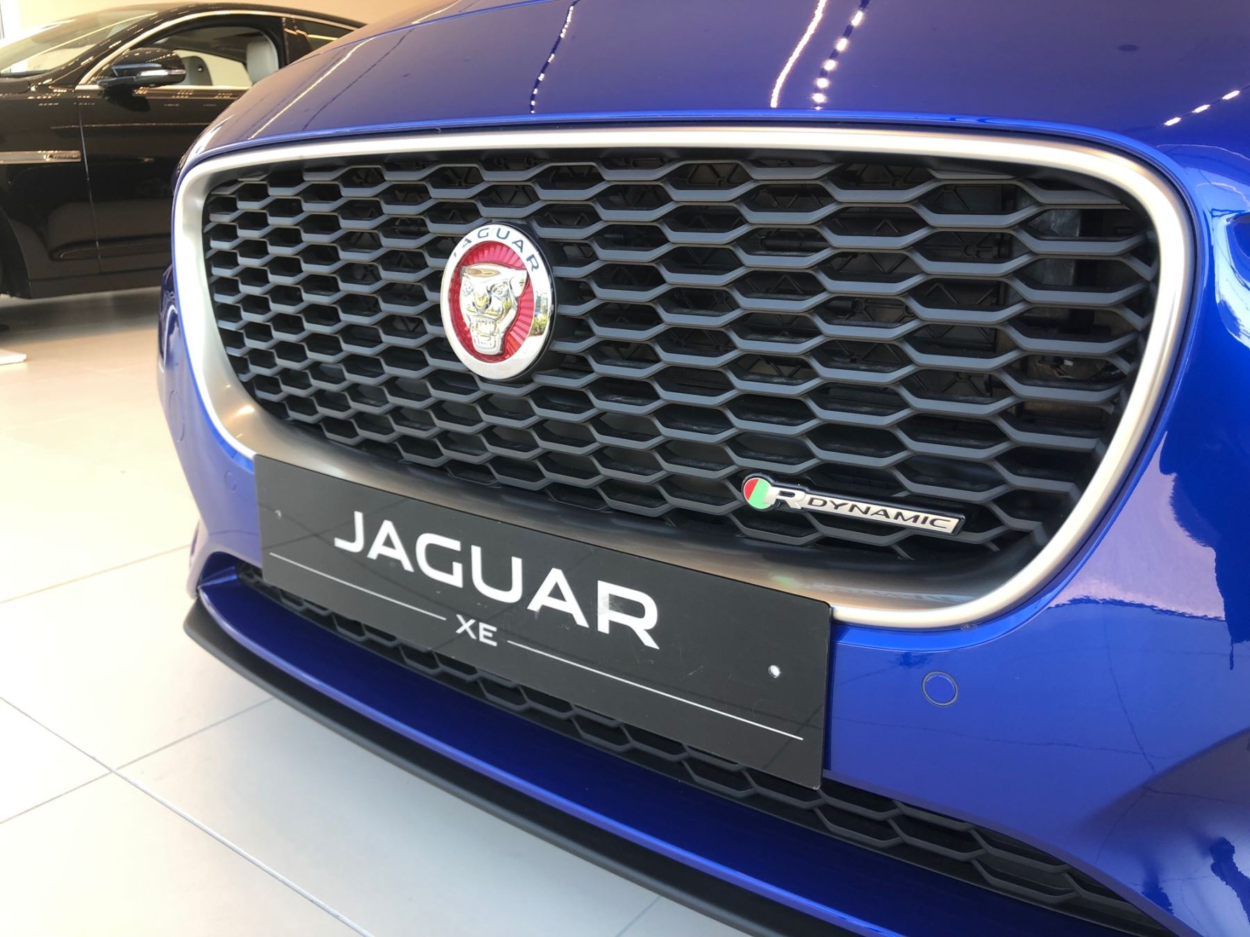 Jaguar XE 2.0 R-Dynamic SE image 9