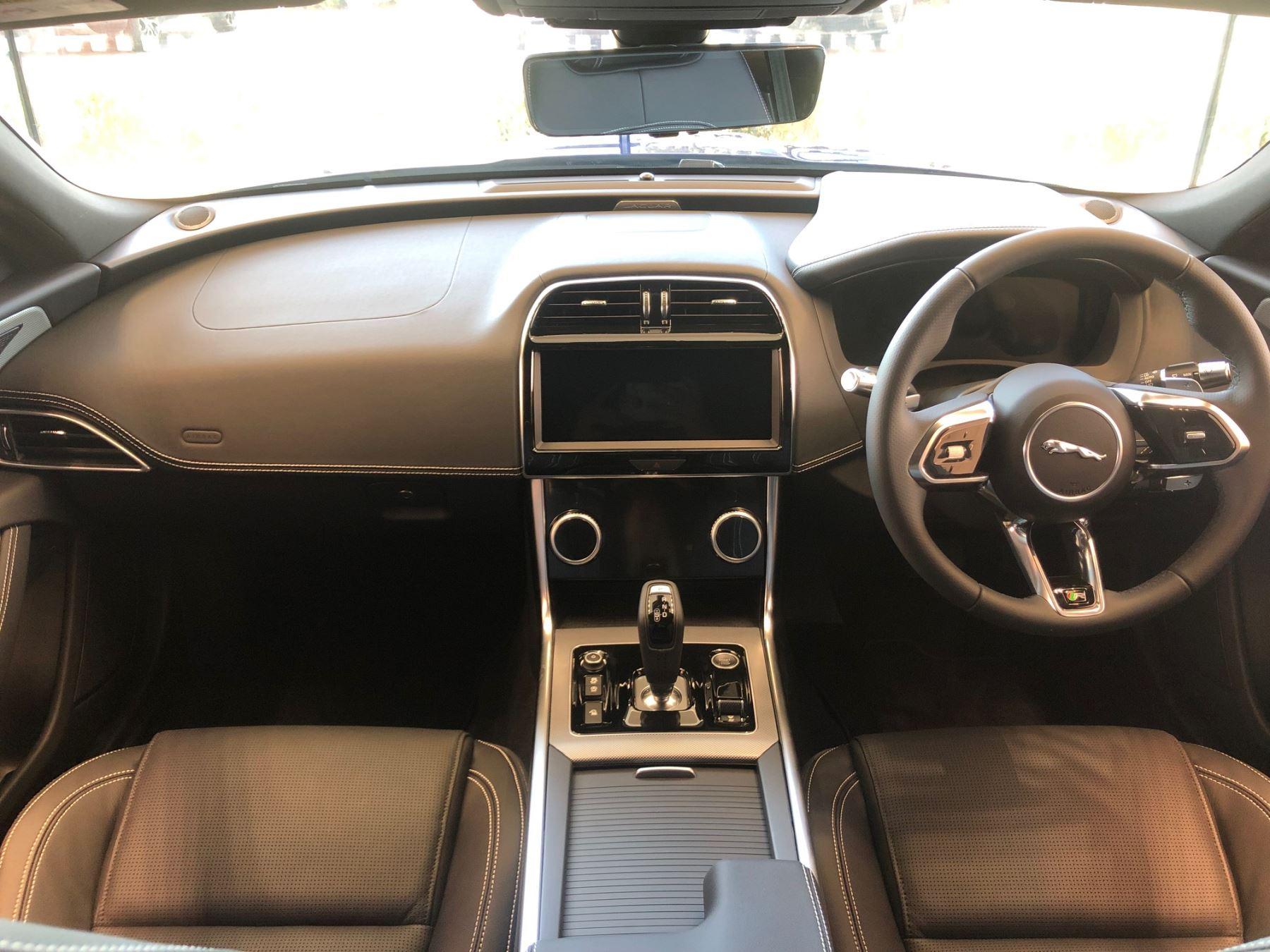 Jaguar XE 2.0 R-Dynamic SE image 7