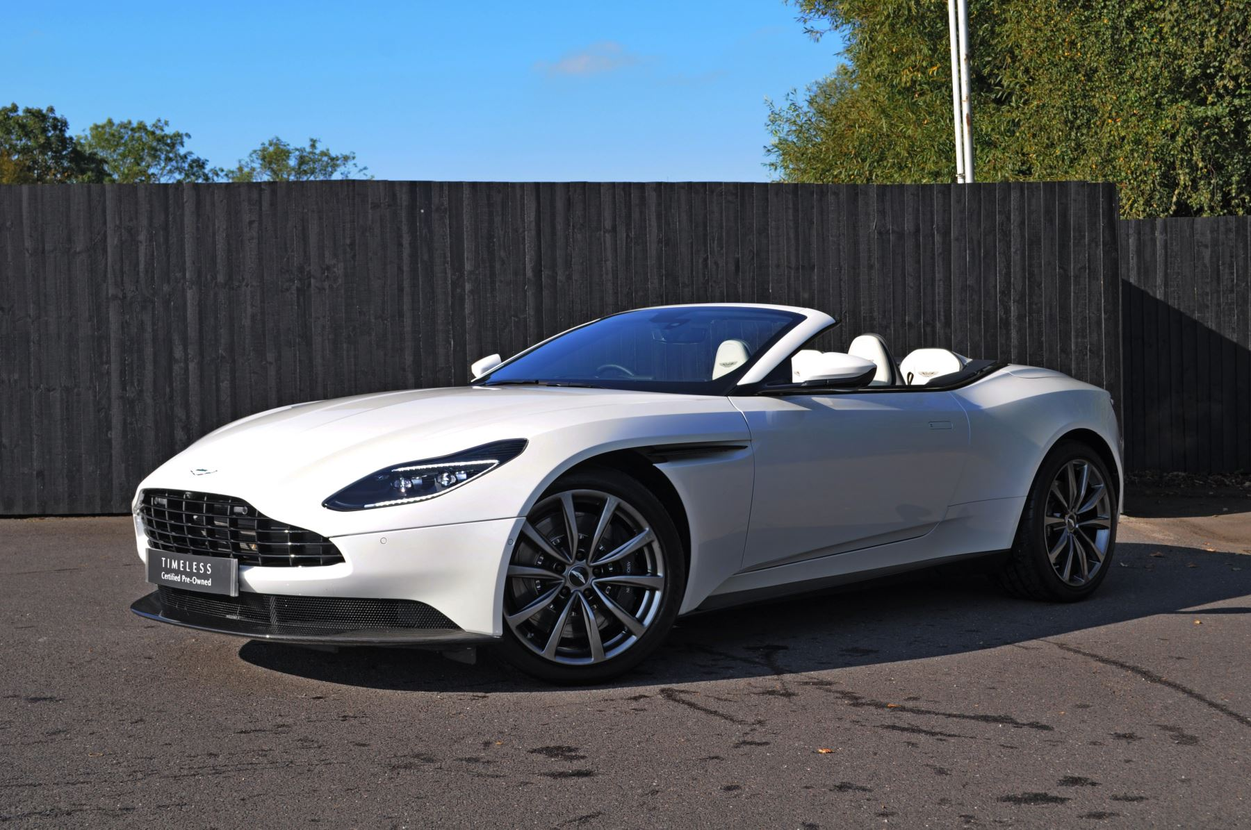 Aston Martin DB11 V8 Volante 2dr Touchtronic 4.0 Automatic Convertible (2019.5) image