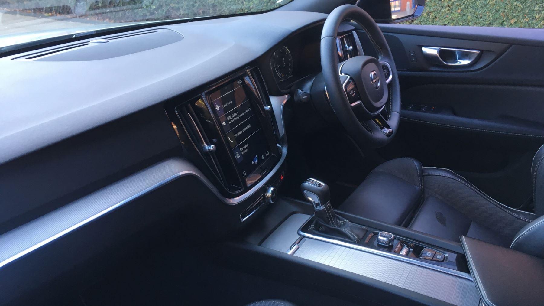 Volvo V60 2.0 D4 [190] R DESIGN 5dr - Volvo on Call, DAB Radio, SAT NAV, Park Assist image 3