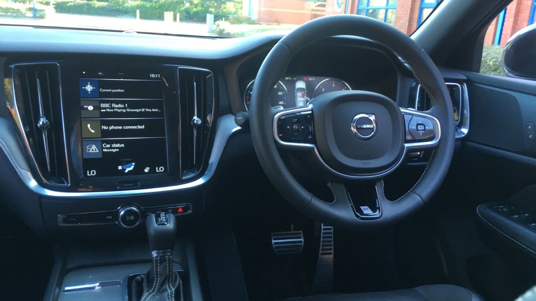 Volvo V60 2.0 D4 [190] R DESIGN 5dr - Volvo on Call, DAB Radio, SAT NAV, Park Assist image 6