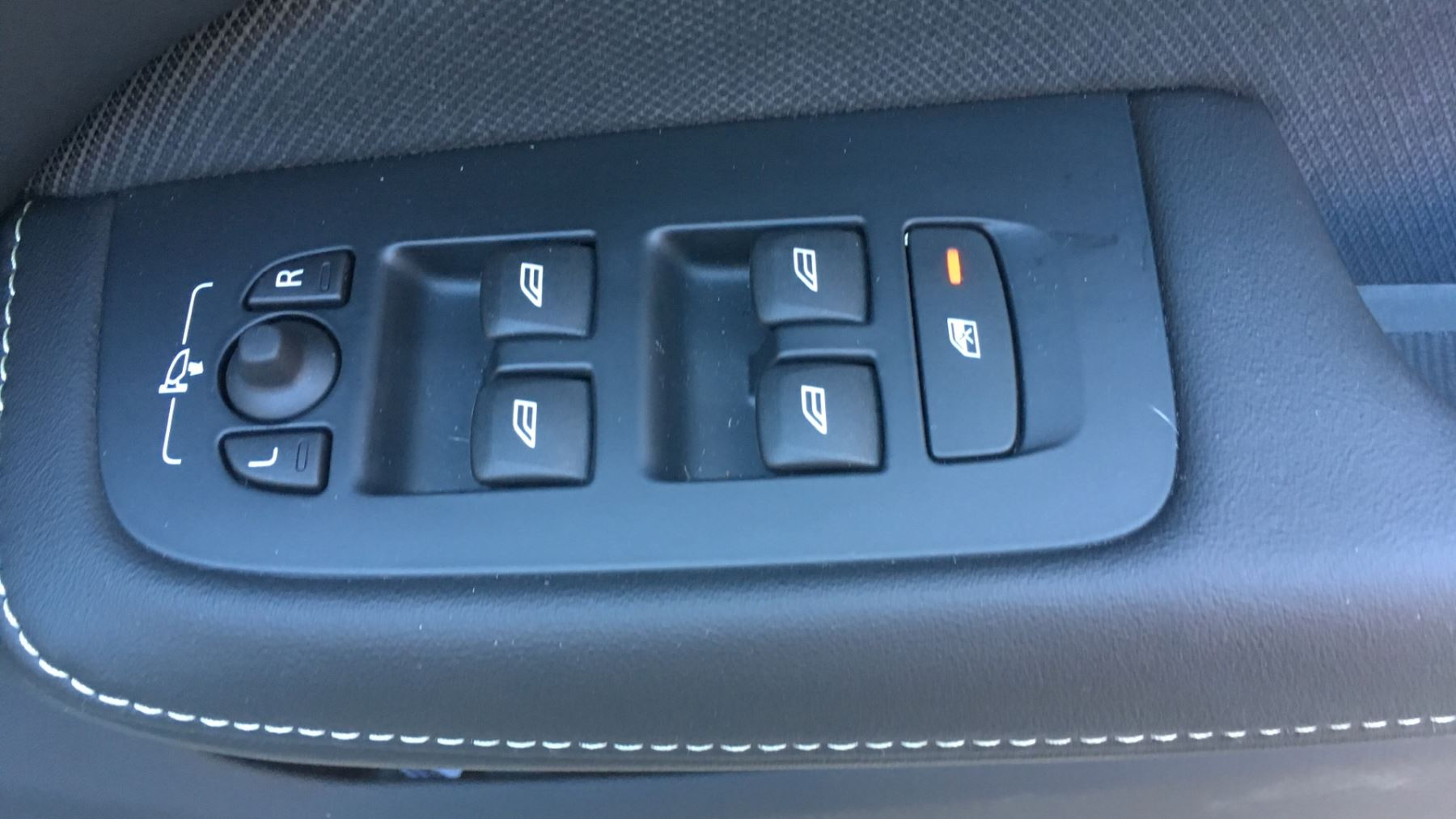 Volvo V60 2.0 D4 [190] R DESIGN 5dr - Volvo on Call, DAB Radio, SAT NAV, Park Assist image 12