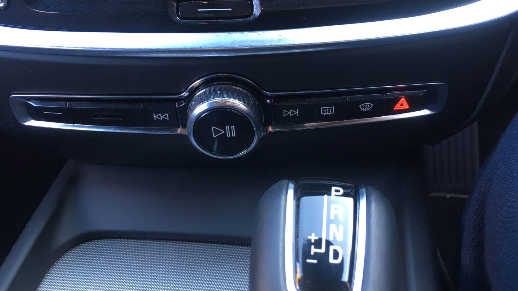Volvo V60 2.0 D4 [190] R DESIGN 5dr - Volvo on Call, DAB Radio, SAT NAV, Park Assist image 25