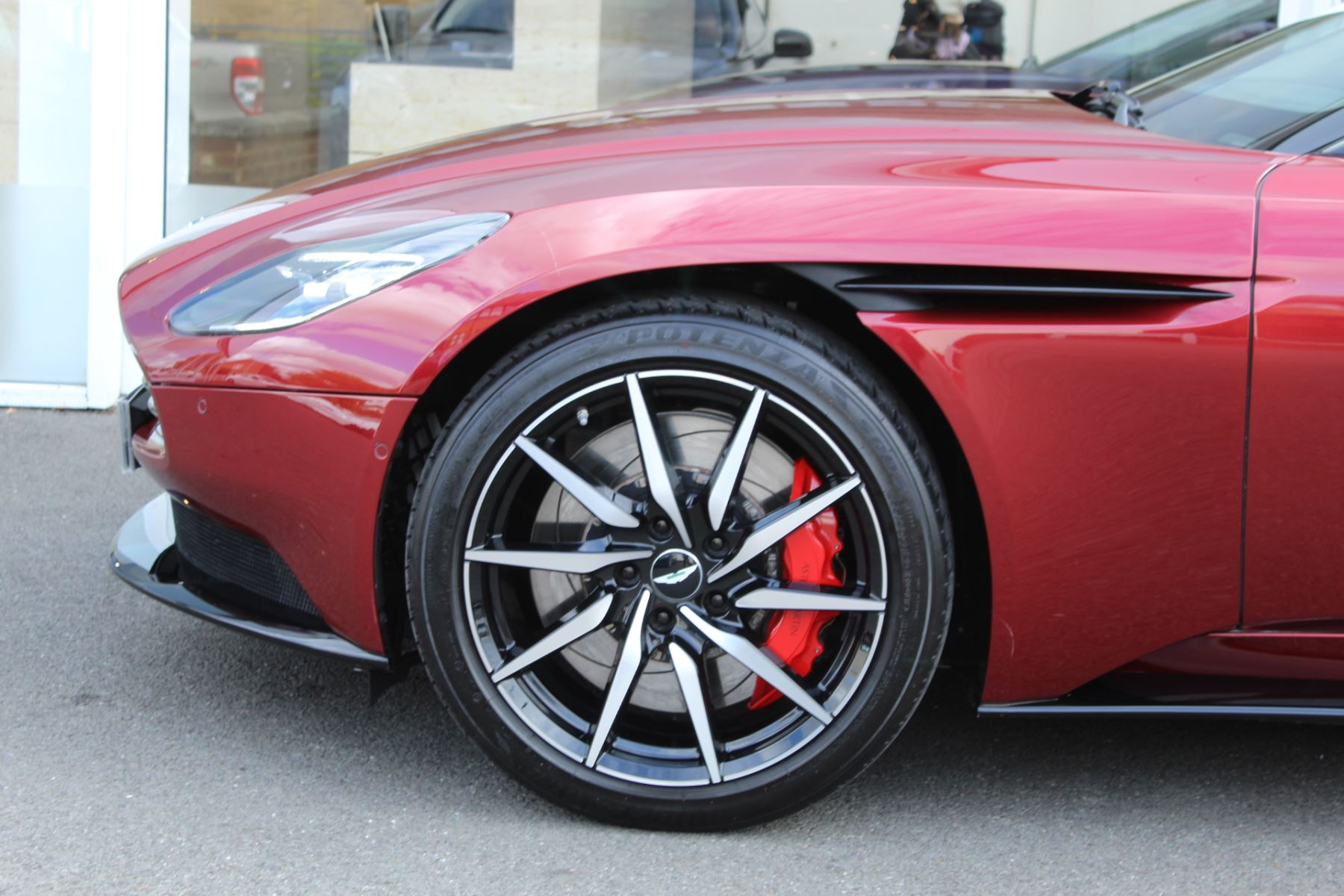 Aston Martin DB11 V8 2dr Touchtronic image 21