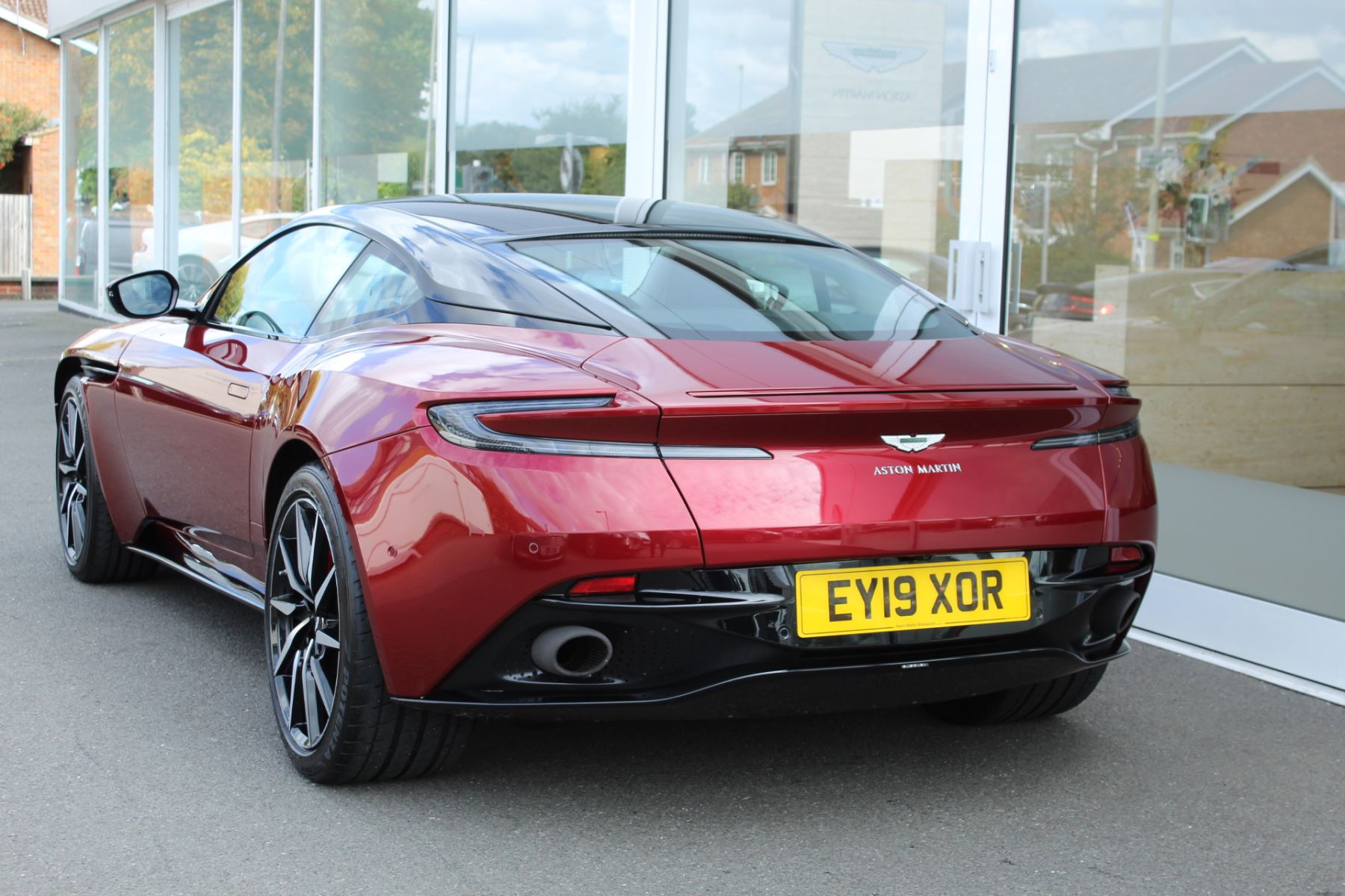 Aston Martin DB11 V8 2dr Touchtronic image 18