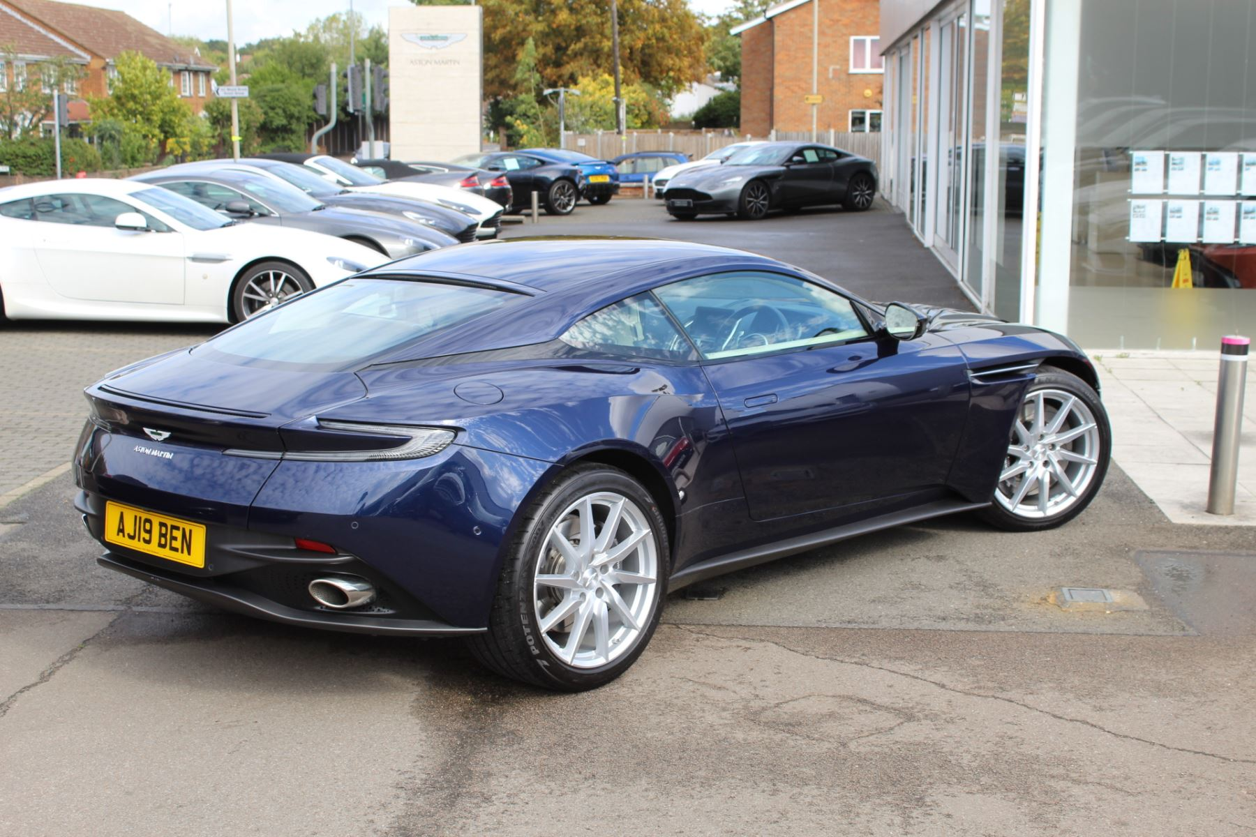Aston Martin DB11 V8 2dr Touchtronic image 14