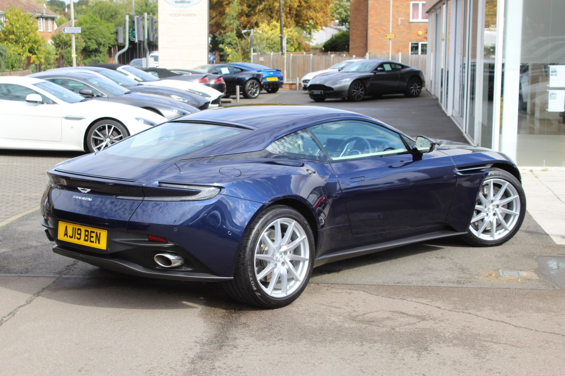 Aston Martin DB11 V8 2dr Touchtronic image 15