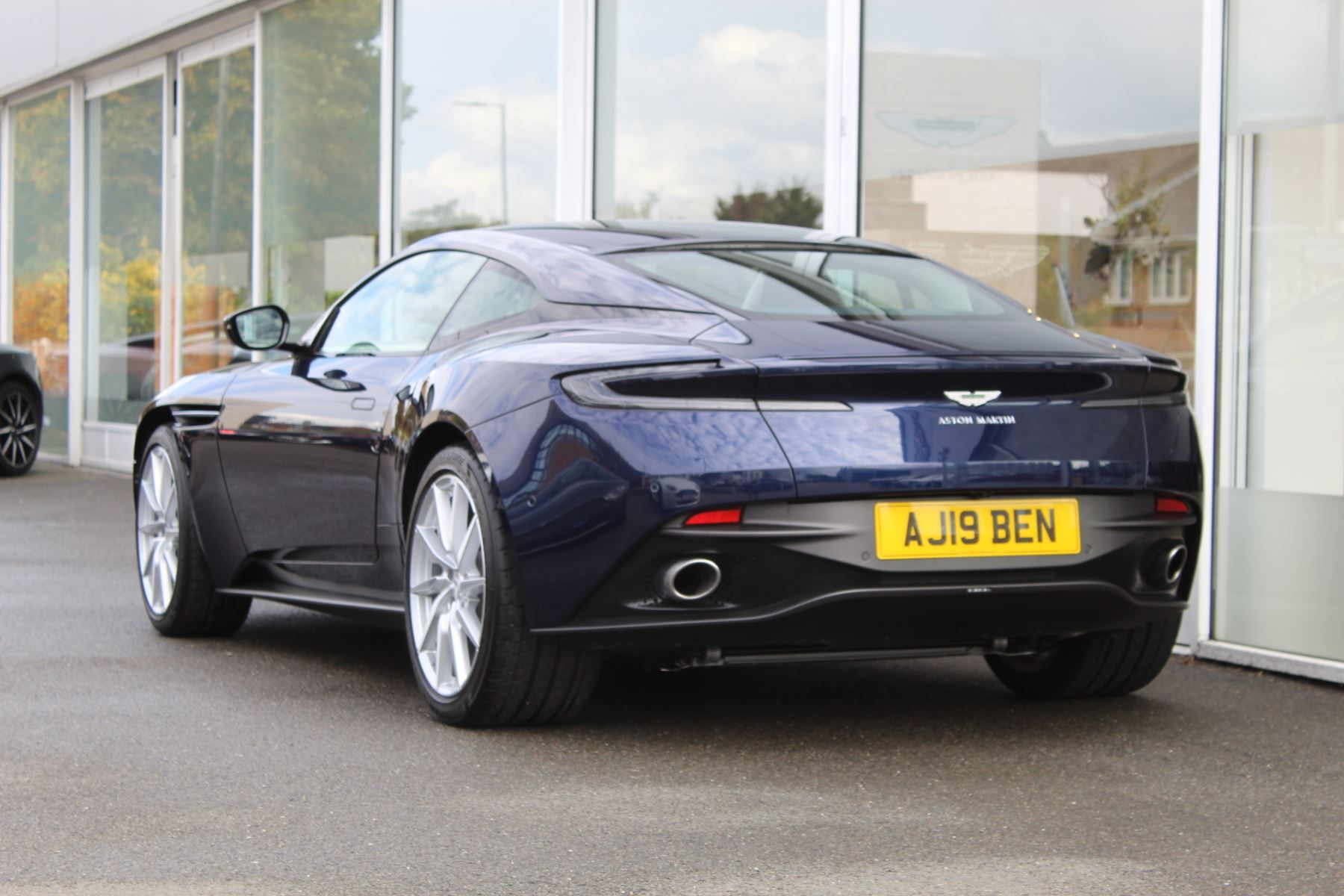 Aston Martin DB11 V8 2dr Touchtronic image 18